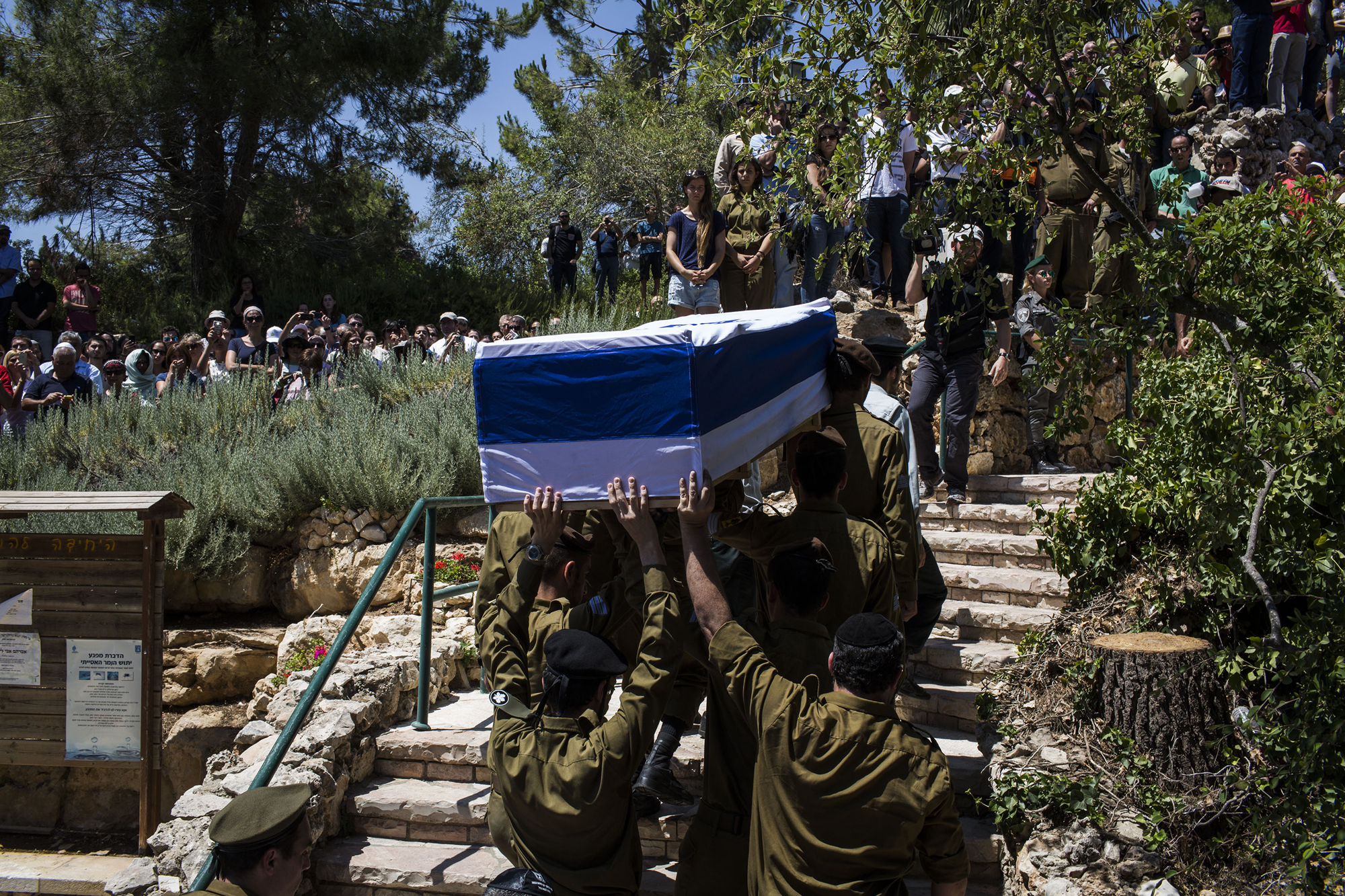 Soldiers carry the coffin of Sergeant Max Steinberg during his funeral on July 23, 2014 in Jerusalem.