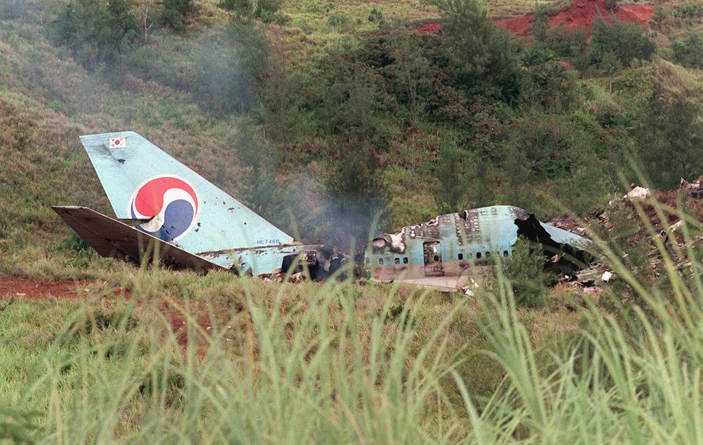 Smokes rises from wreckage of South Korean Air Boeing 747 at the crash site at Agana in Guam on August 6, 1997.