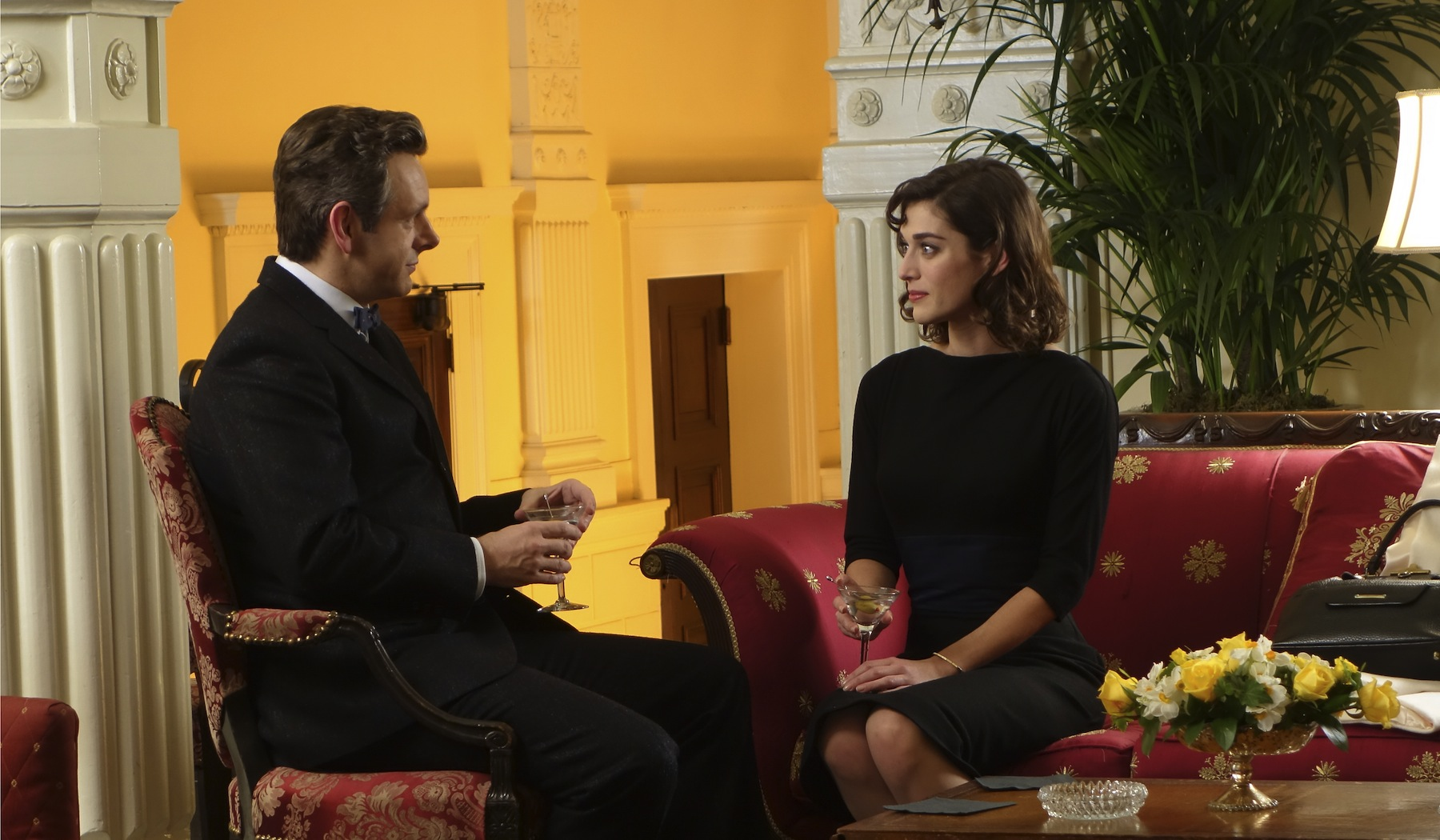 Michael Sheen as Dr. William Masters and Lizzy Caplan as Virginia Johnson in Masters of Sex