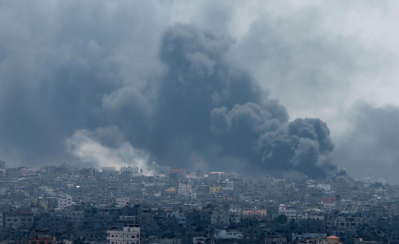 Smoke rises during what witnesses said were heavy Israeli shelling at the Shejaia neighbourhood in Gaza City July 20, 2014.