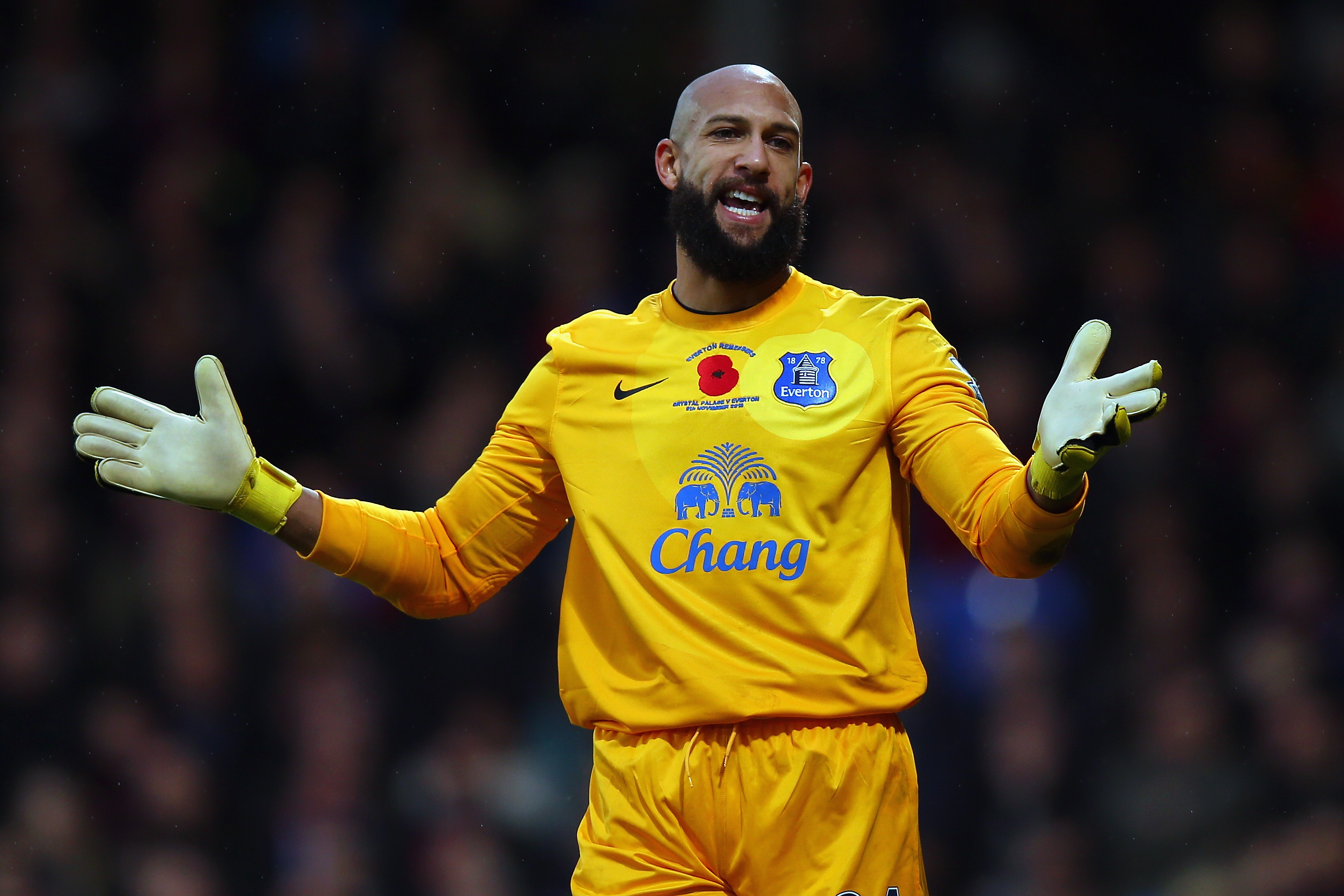 Tim Howard of Everton instructs his team during the Barclays Premier League match between Crystal Palace and Everton at Selhurst Park on November 9, 2013 in London, England.