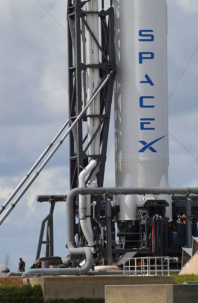 A SpaceX Falcon 9 rocket sits on a lauch pad on Oct. 7, 2012 in Cape Canaveral, Florida. SpaceX is delaying this week's Falcon 9 rocket launch by a day following an explosion of a test flight of its experimental Falcon 9R rocket.