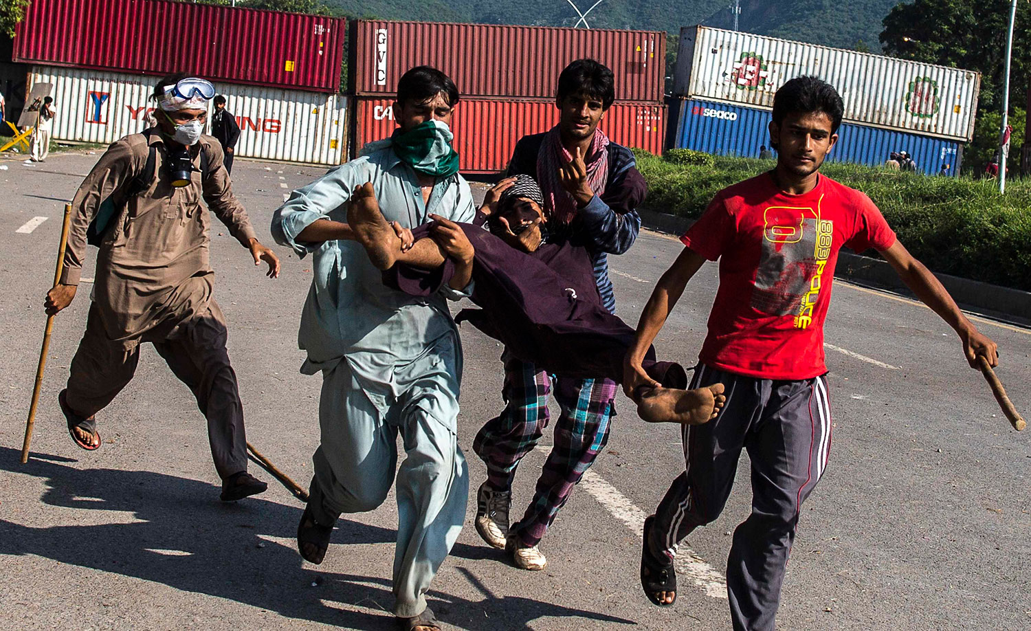 Supporters of Tahir ul-Qadri, Sufi cleric and leader of political party Pakistan Awami Tehreek (PAT), carry an injured fellow protester during the Revolution March in Islamabad, Aug. 31, 2014.
