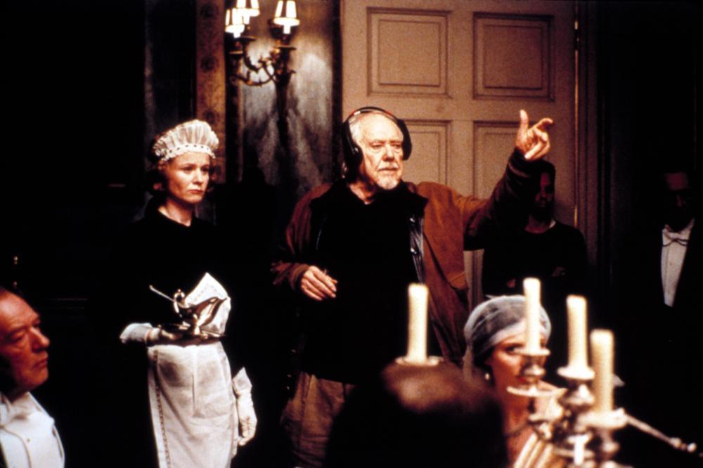 Robert Altman on the set of Gosford Park