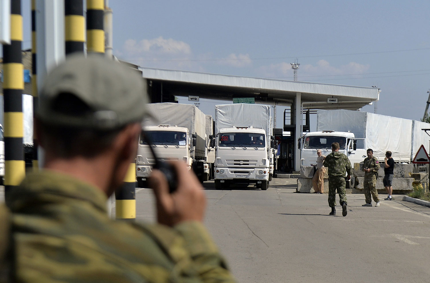 A Russian convoy crosses the Russian-Ukrainian border at the Izvarino checkpoint on Aug. 22, 2014