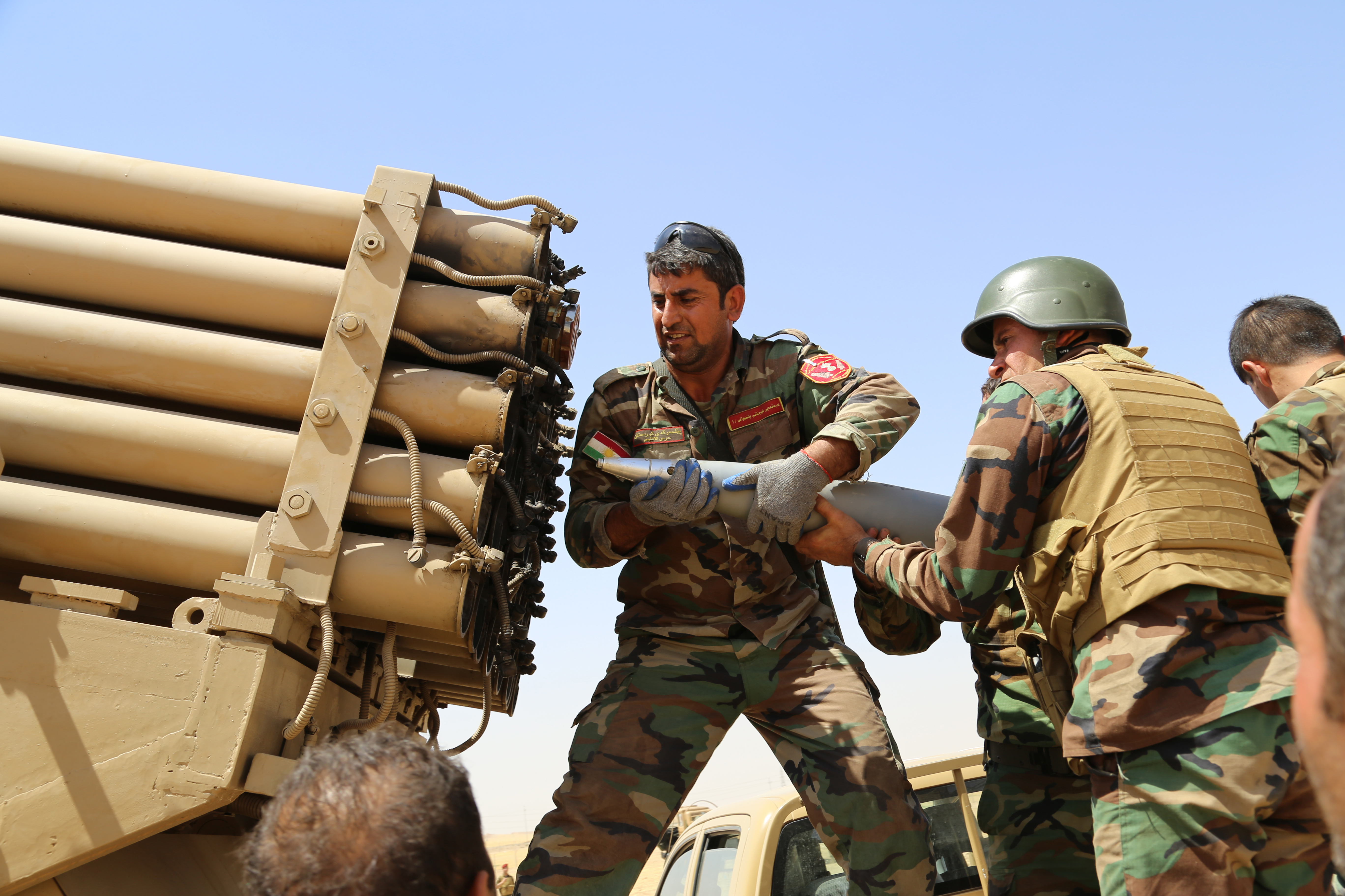 Kurdish peshmerga fighters load missile launcher during the clashes with the army groups led by Islamic State of Iraq and the Levant (ISIL) in Mosul, Iraq on 8 August, 2014.