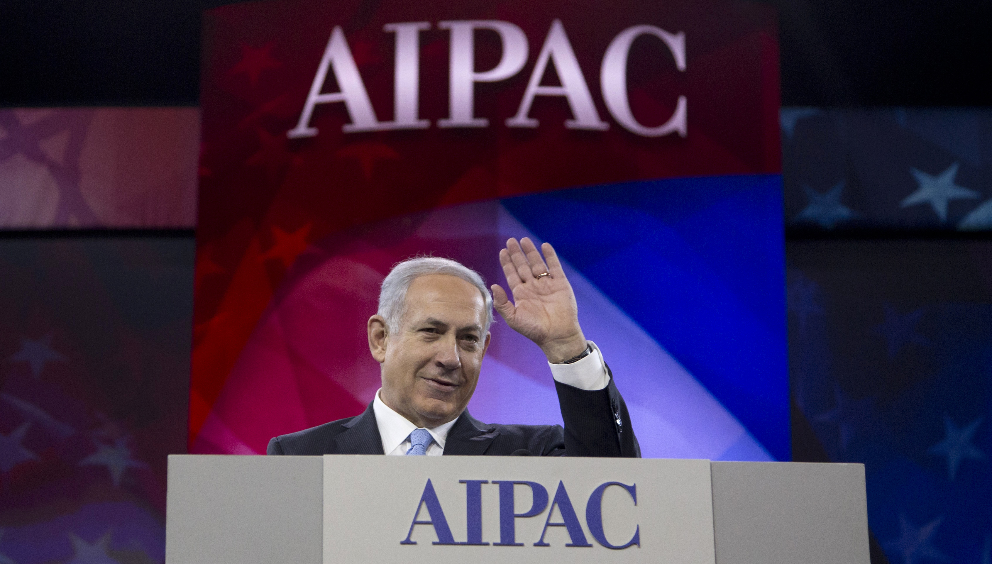 Israeli Prime Minister Benjamin Netanyahu waves to the cheering audience as he arrives to speak to the AIPAC meeting at the Washington Convention Center on March 4, 2014, in Washington.