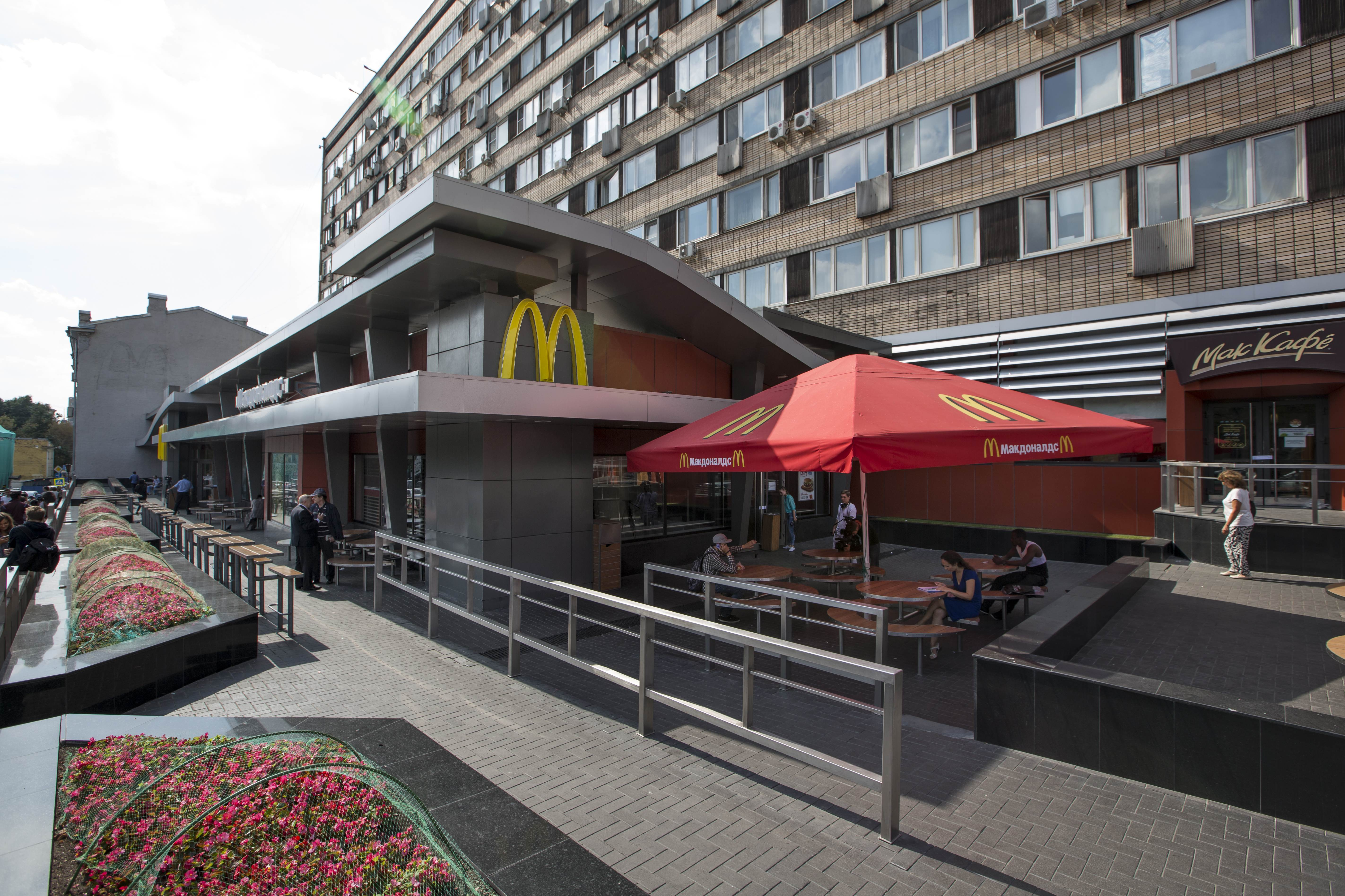 The oldest of Moscow's McDonald's outlets, which was opened on Jan. 31, 1990, is closed on Thursday, Aug. 21.