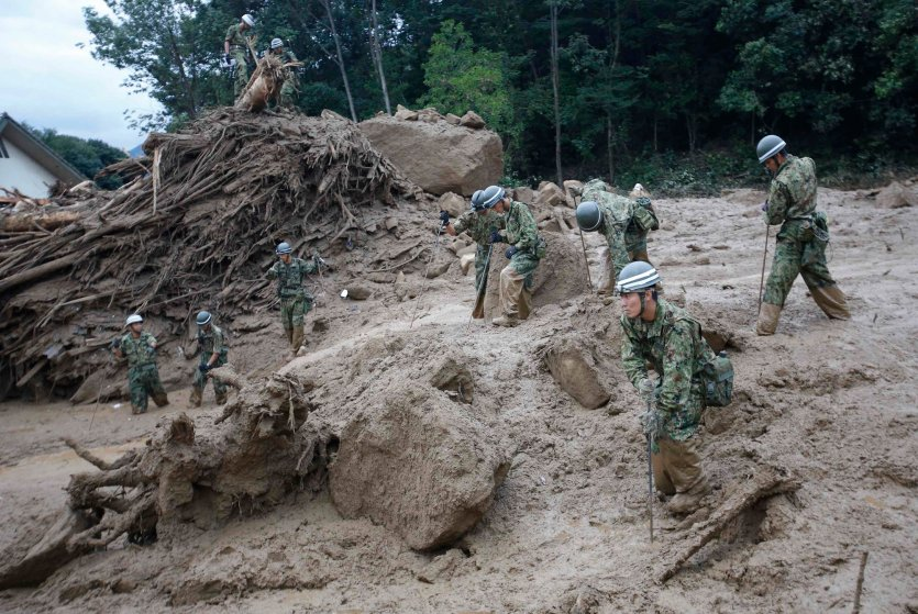 Japan Self-Defense Force soldiers search for survivors at the site of a landslide at Asaminami ward in Hiroshima, Aug. 20, 2014.