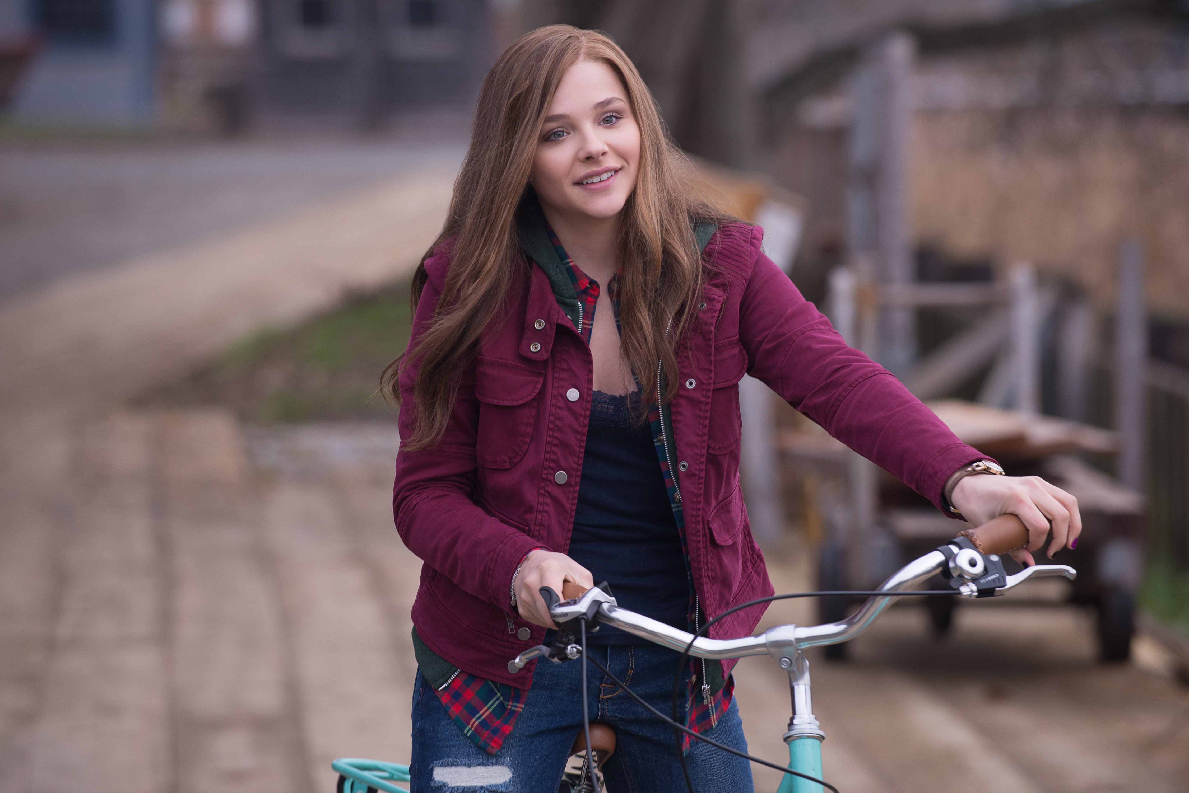 Chloë Grace Moretz plays Mia Hall in If I Stay.