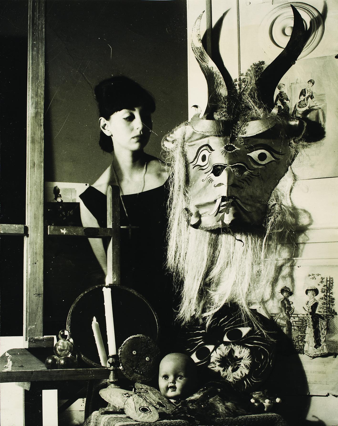 Mujer y máscara [Woman with Mask], Mexico, 1963
