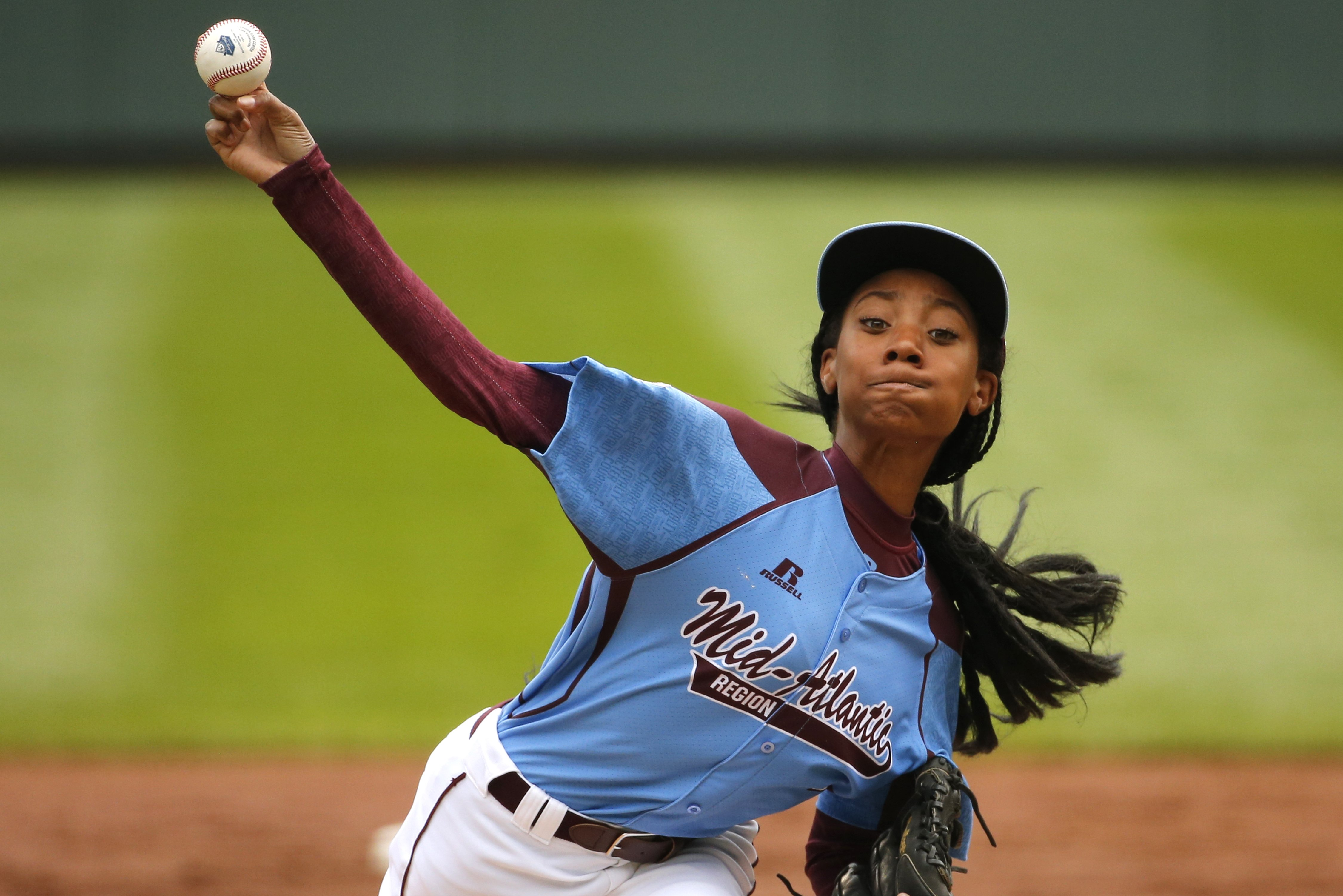 Mo'ne Davis delivers in the first inning against Nashville, Tenn. during a baseball game in United States pool play at the Little League World Series tournament in South Williamsport, Pa., Aug. 15, 2014.