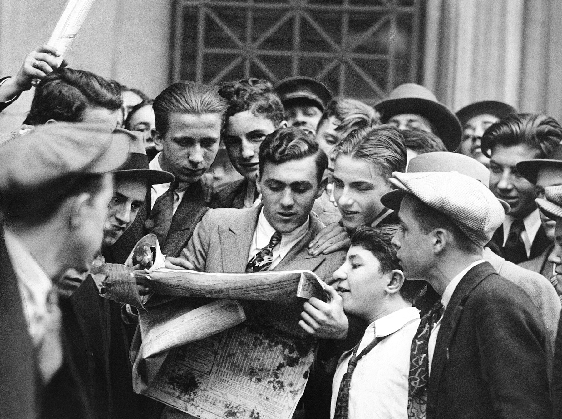 Messengers from brokerage houses crowd around a newspaper in New York City on October 24, 1929.