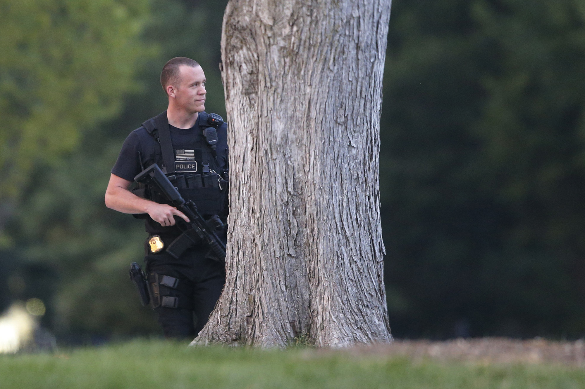A member of the U.S. Secret Service Emergency Response Team stands watch on the North Lawn at the White House in Washington, Aug. 7, 2014.