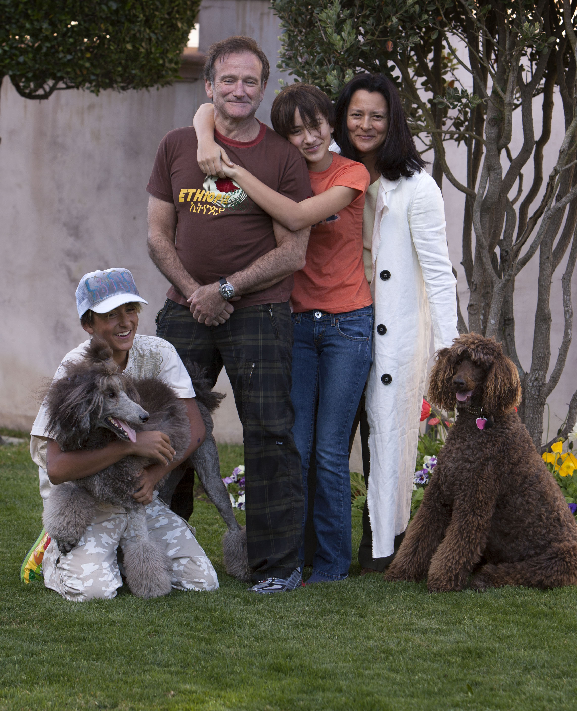 Robin Williams and his family are seen with their dogs on May 2005. From left to right: Kiwi (poodle), son Cody Williams, Robin Williams, daughter Zelda Williams, Marsha Williams and Mizu (poodle)