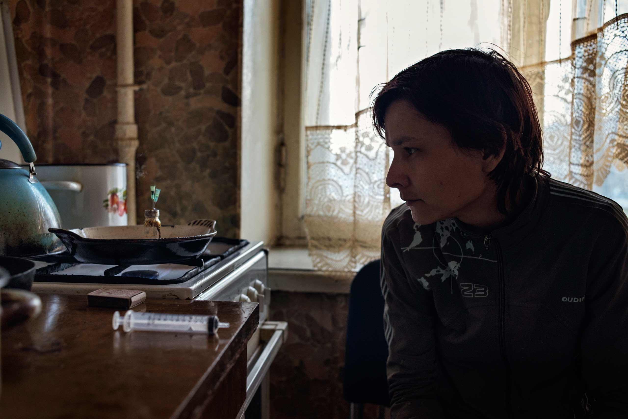 Oxana, 33 years old, cooks krokodil.
