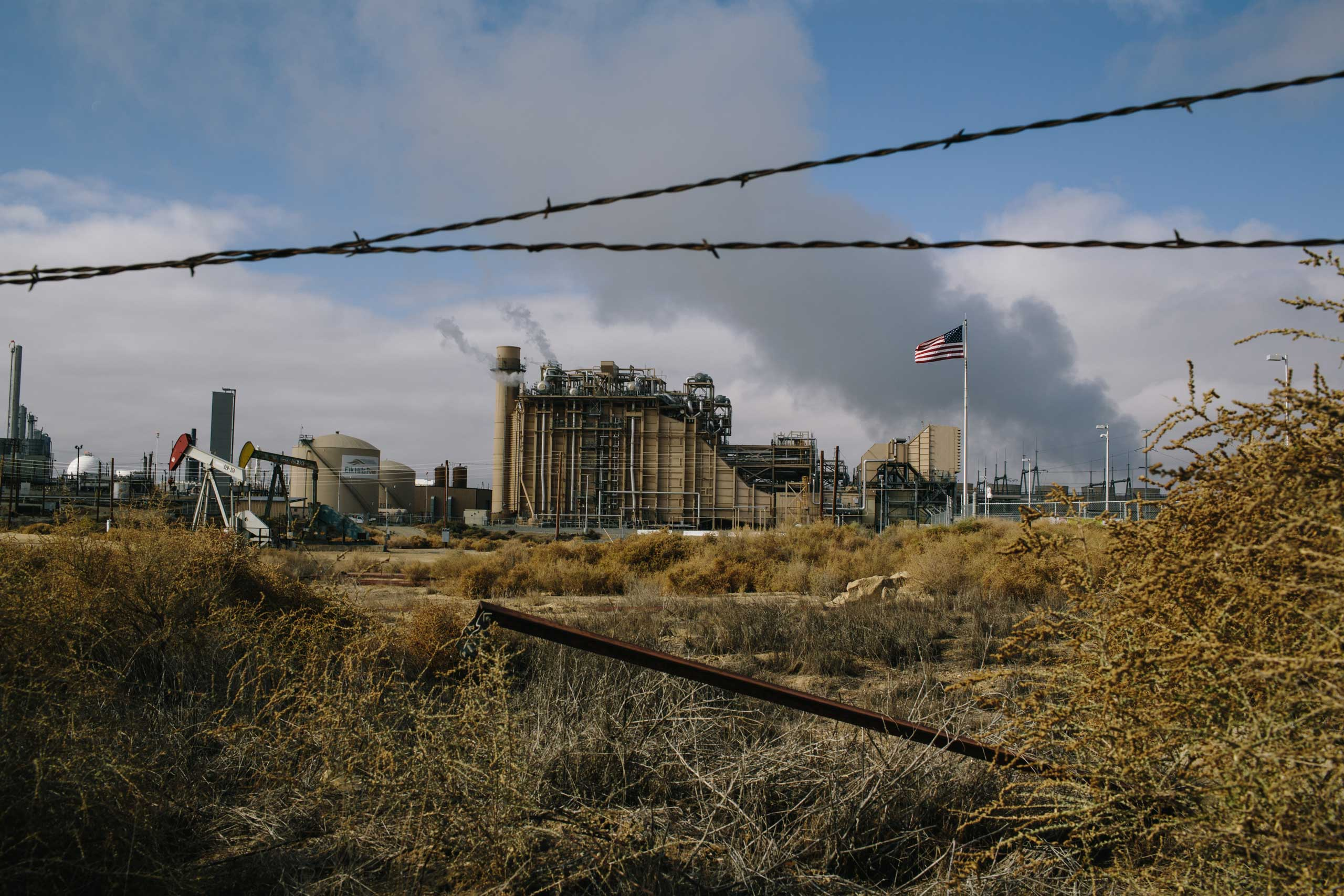 Elk Hills Power plant provides electricity to power Occidental Elk Hills oil field. Oxy's Elk Hills field is one of the largest oil fields in the United States and the natural gas power plant can produce 550 megawatts of electricity.