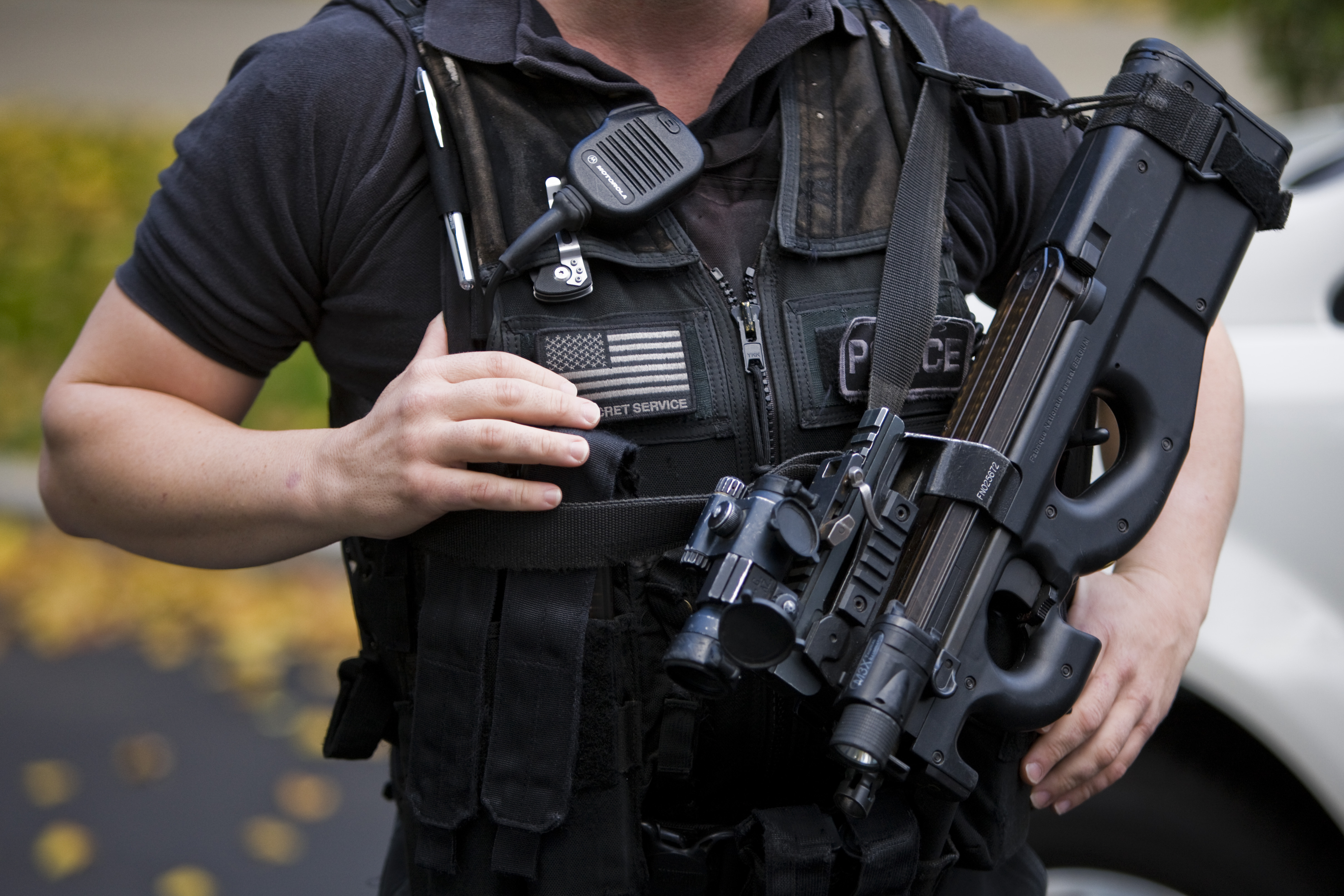 A Secret Service agent with the Counter Assault and Tactical Division holds a loaded weapon in front of the North Portico of the White House in Washington, Oct. 28, 2009.