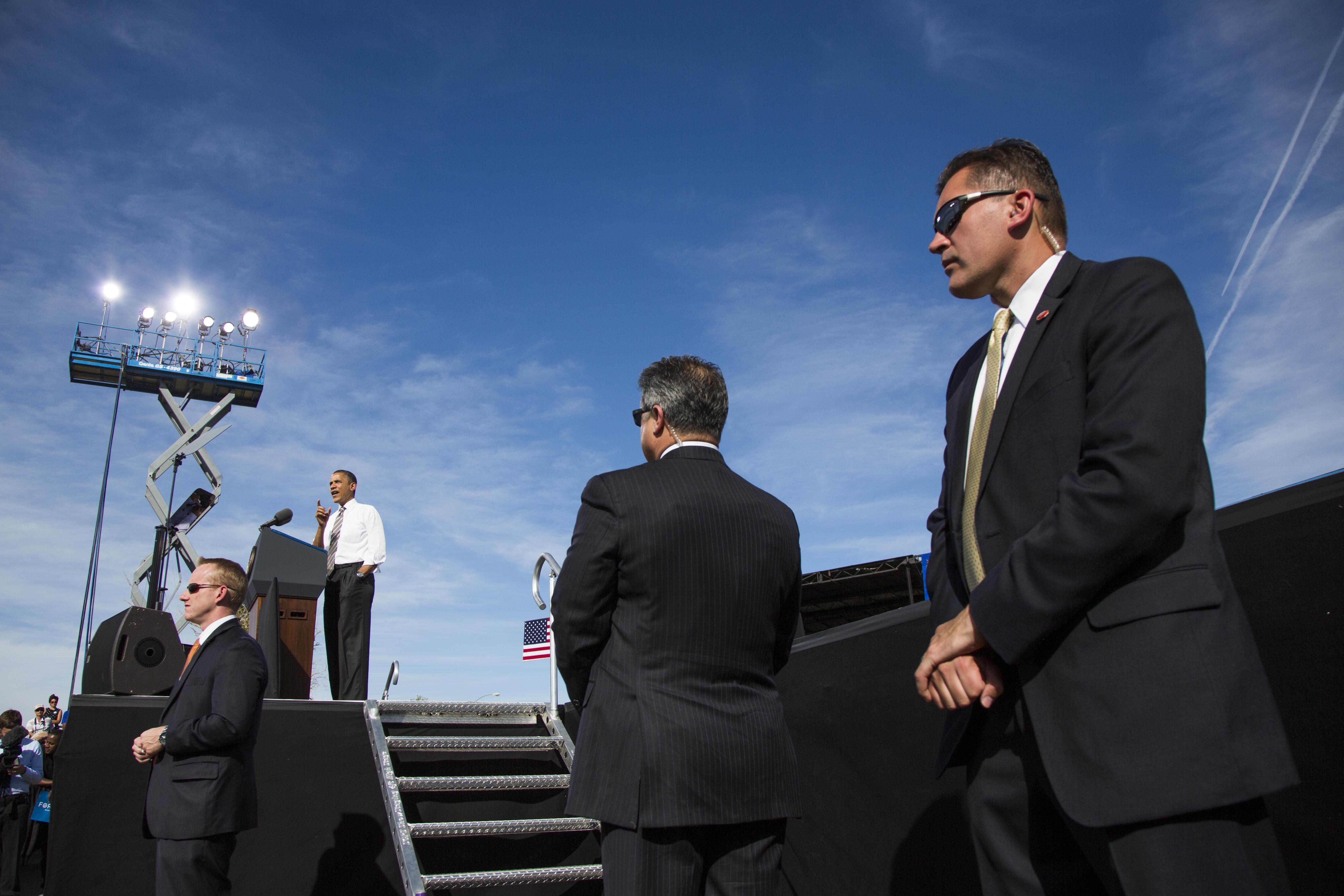 Secret Service agents surround U.S. President Barack Obama at a campaign event in Las Vegas on Nov. 1, 2012.