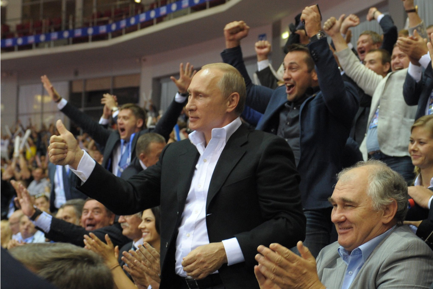 Aug. 31, 2014. Russia's president Vladimir Putin (C) gives a thumbs up during the closing ceremony of the 2014 World Judo Championships.