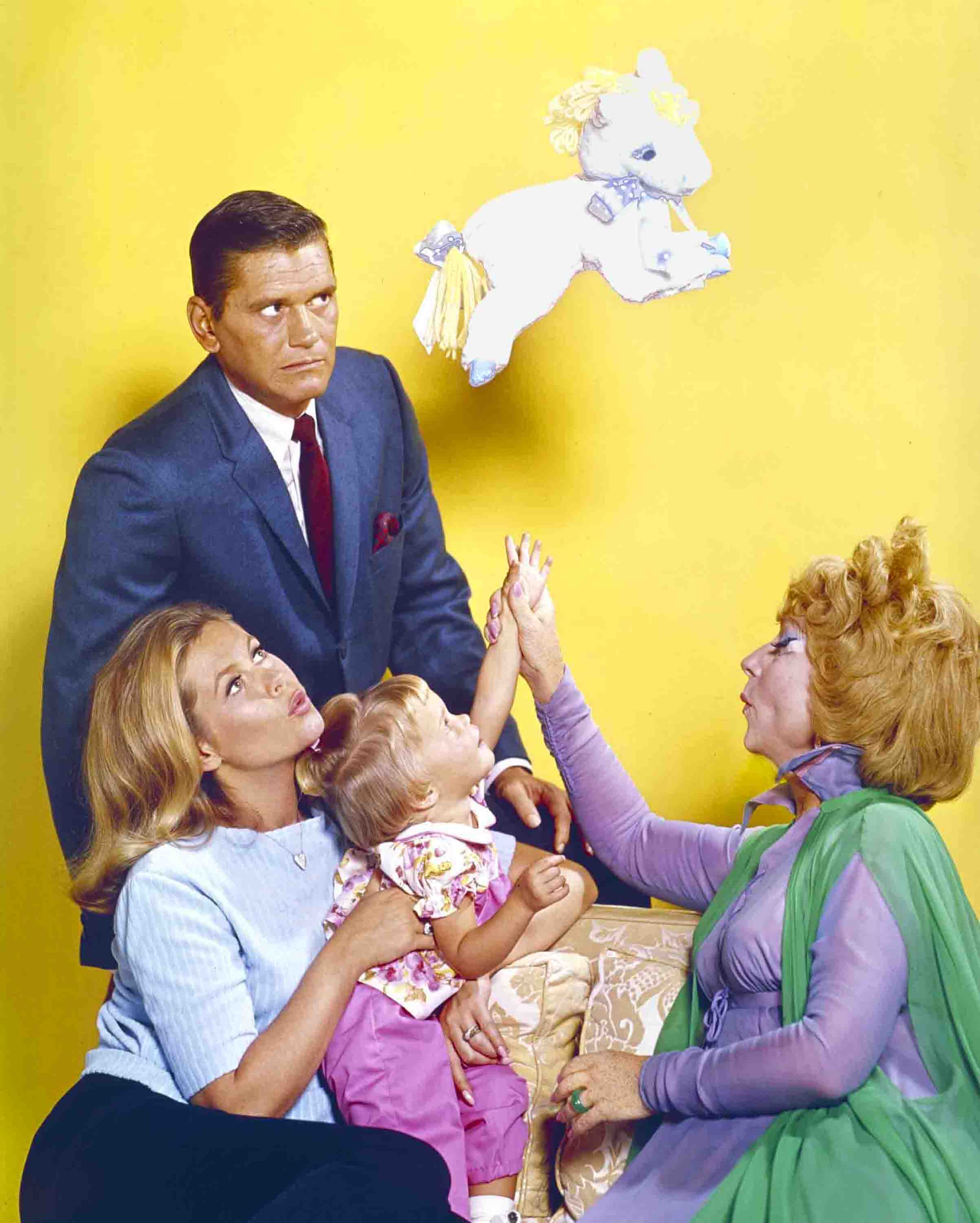 BEWITCHED: Dick York (Darrin), Elizabeth Montgomery (Samantha), Erin Murphy (Tabitha), Agnes Moorehead (Endora)