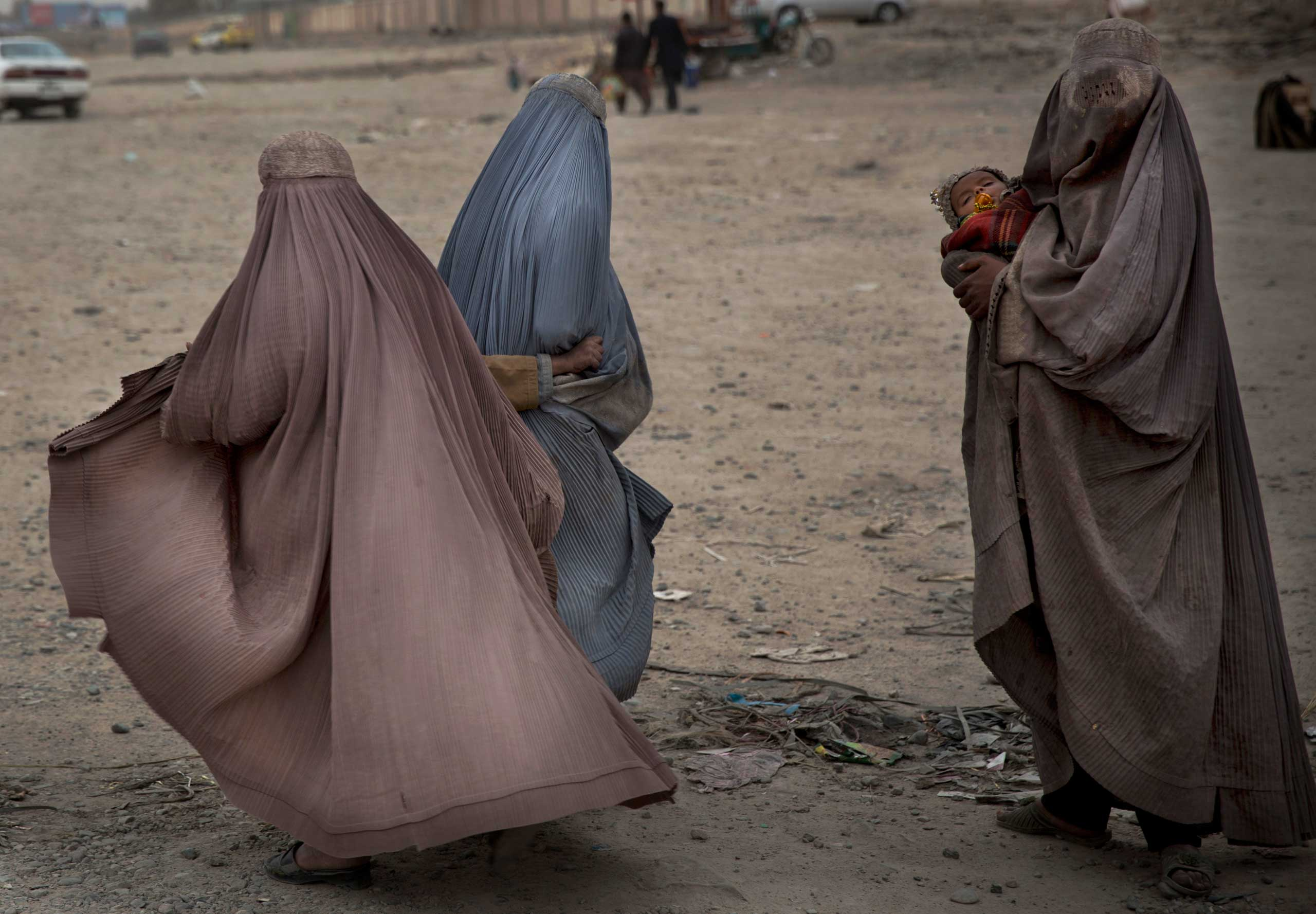 Afghan women beg in the street for money in the center of Kandahar, Afghanistan, March 12, 2014.