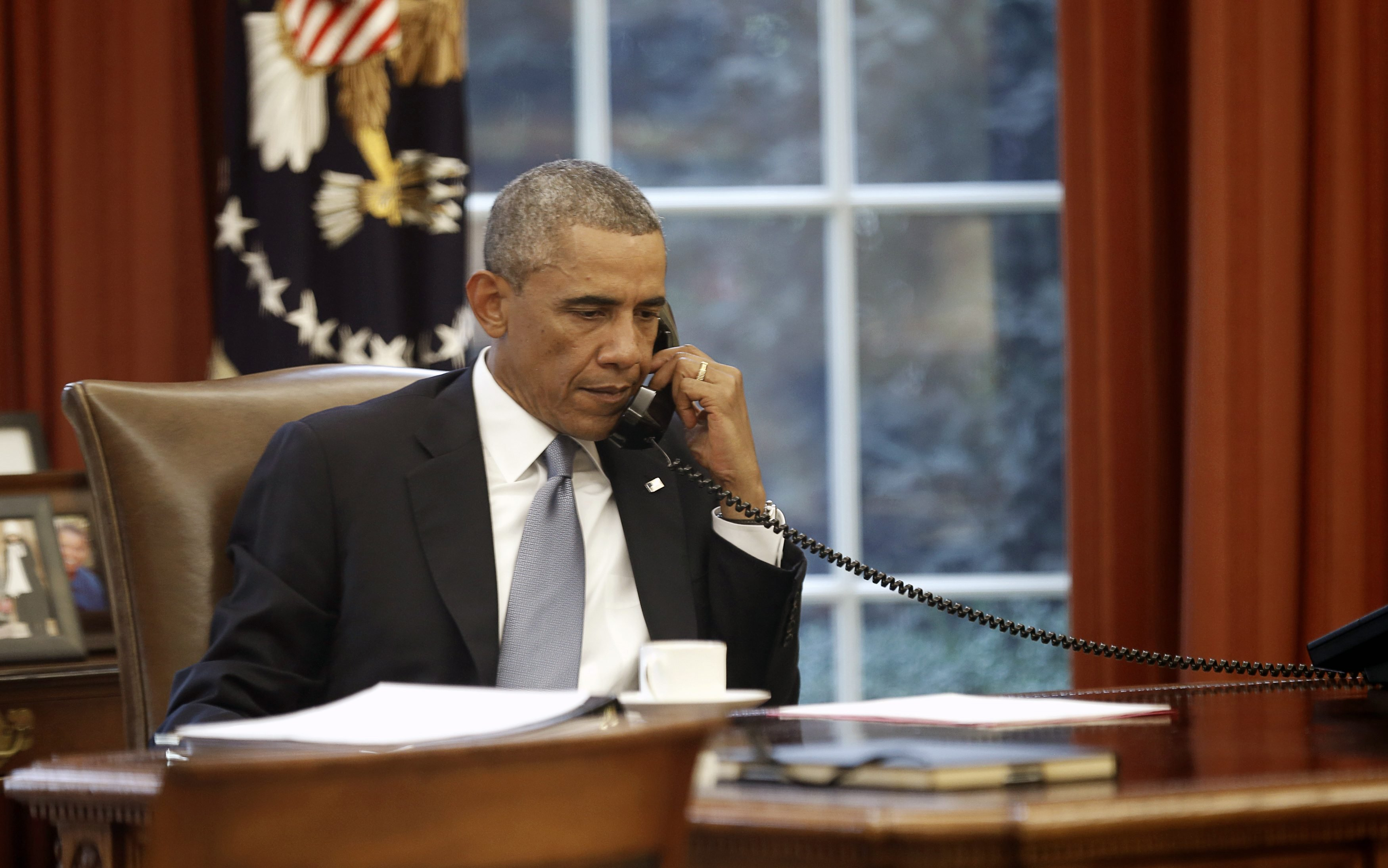 U.S. President Barack Obama speaks on the phone with Saudi King Abdullah from the  Oval Office of the White House in Washington September 10, 2014.