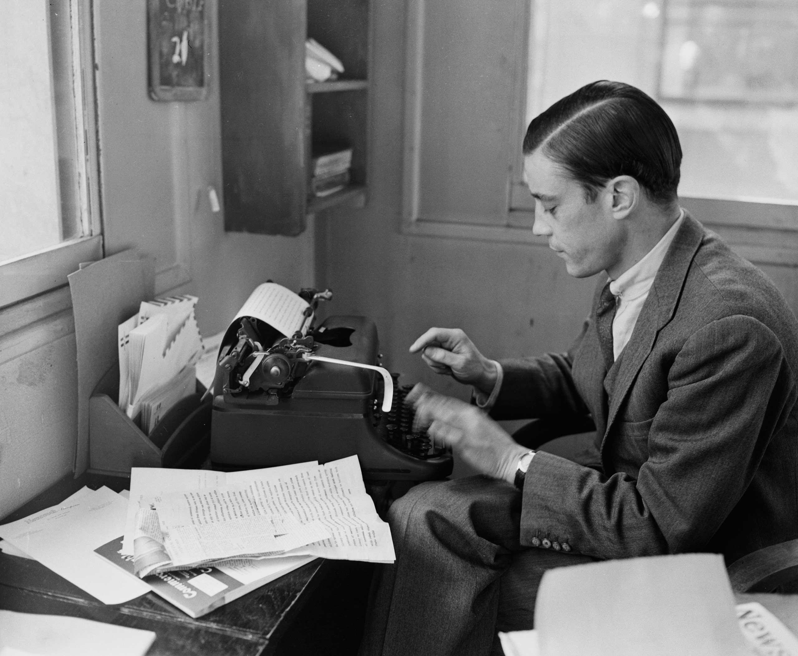 Benjamin Bradlee working at his typewriter on Aug. 3, 1956.