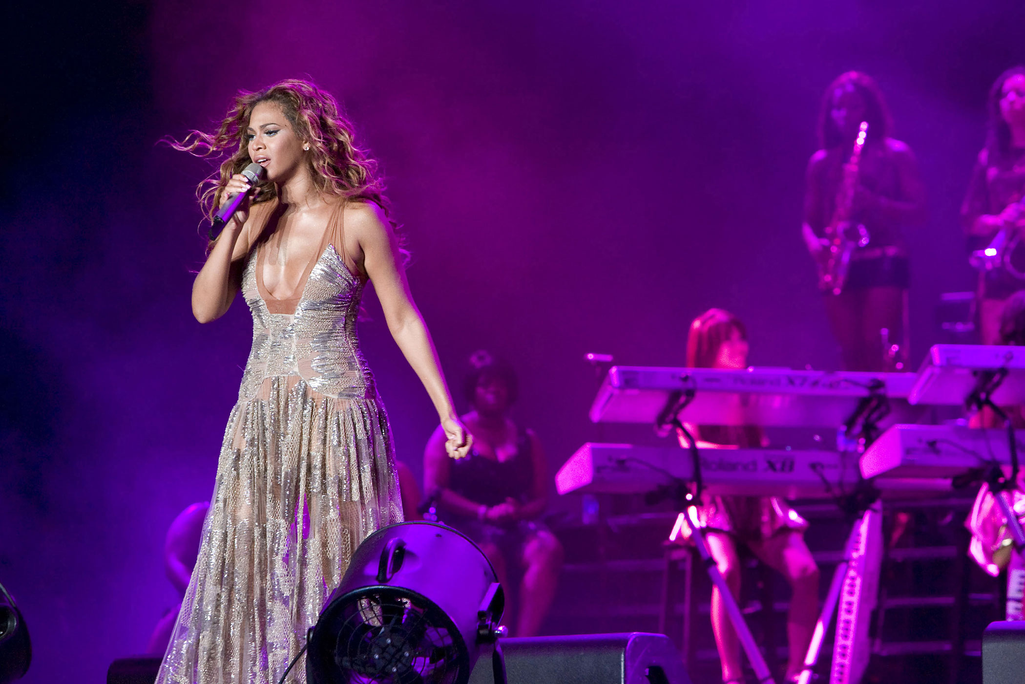 Beyonce performs on the main stage at the 13th Annual 2007 Essence Music Festival presented by Coca-Cola in the refurbished Louisiana Superdome in New Orleans, Louisiana.
