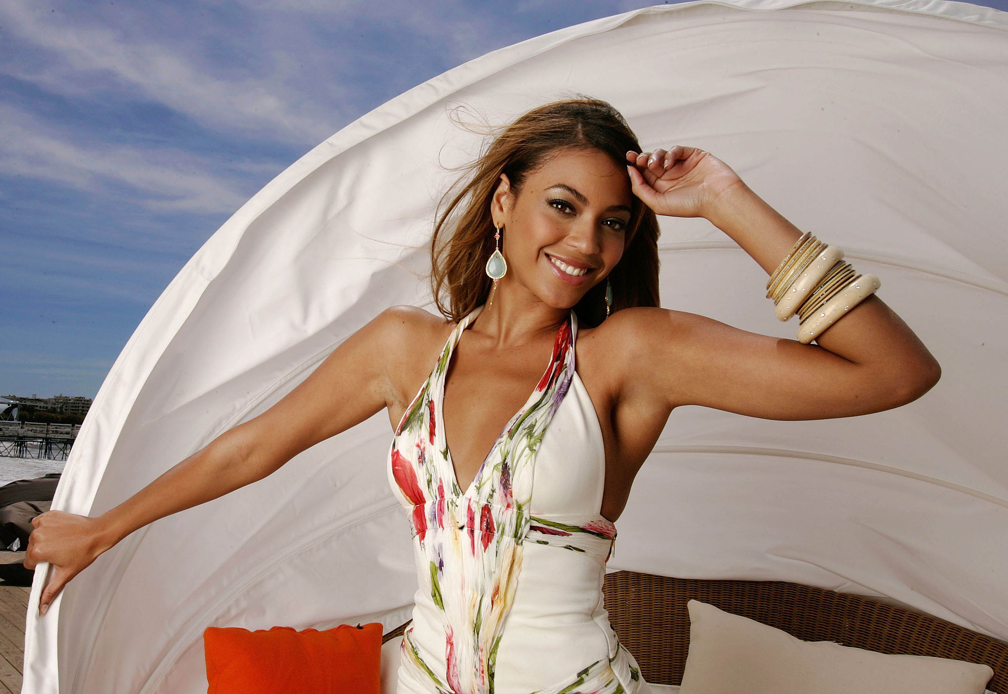 "Beyonce poses for a photo during a portrait session for the cast of ""Dreamgirls"" at the Carlton Hotel's Orange Lounge during the 59th International Cannes Film Festival in Cannes, France, May 20, 2006."