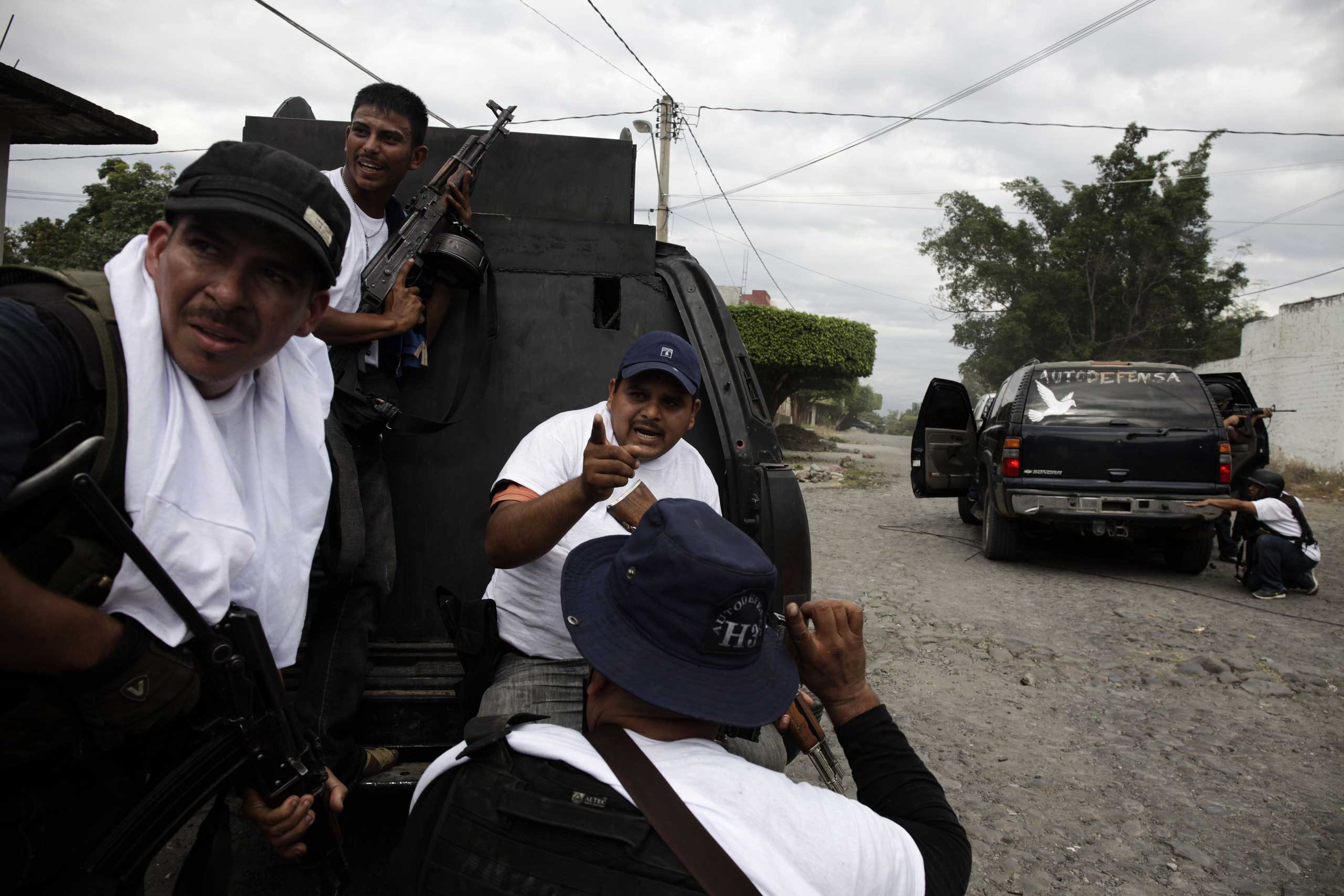 Jan. 12, 2014. A three-hour gunfight between vigilantes and the Knights Templar cartel continues in downtown Nueva Italia, Michoac‡n.