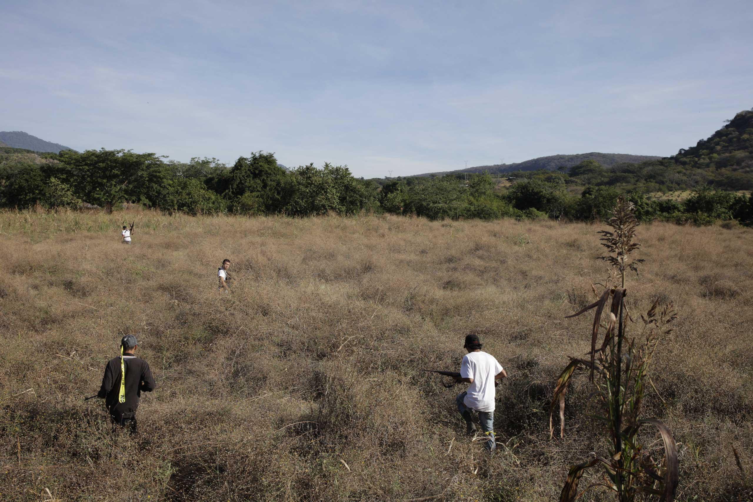 Jan. 5, 2014. Vigilantes advance upon the town of Paracuaro, Michoac‡n.