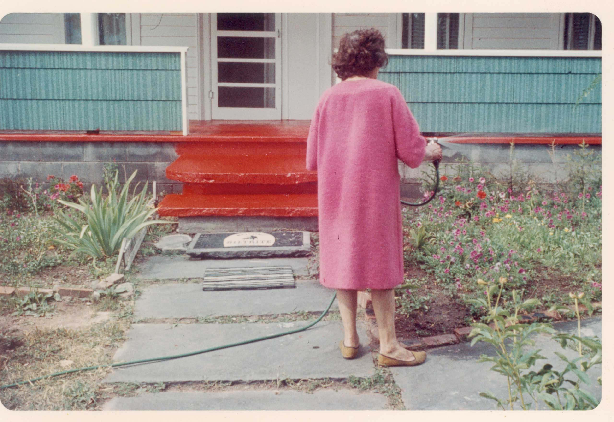 From Casa Susanna, a collection of found photographs edited by Michel Hurst and Robert Swope.