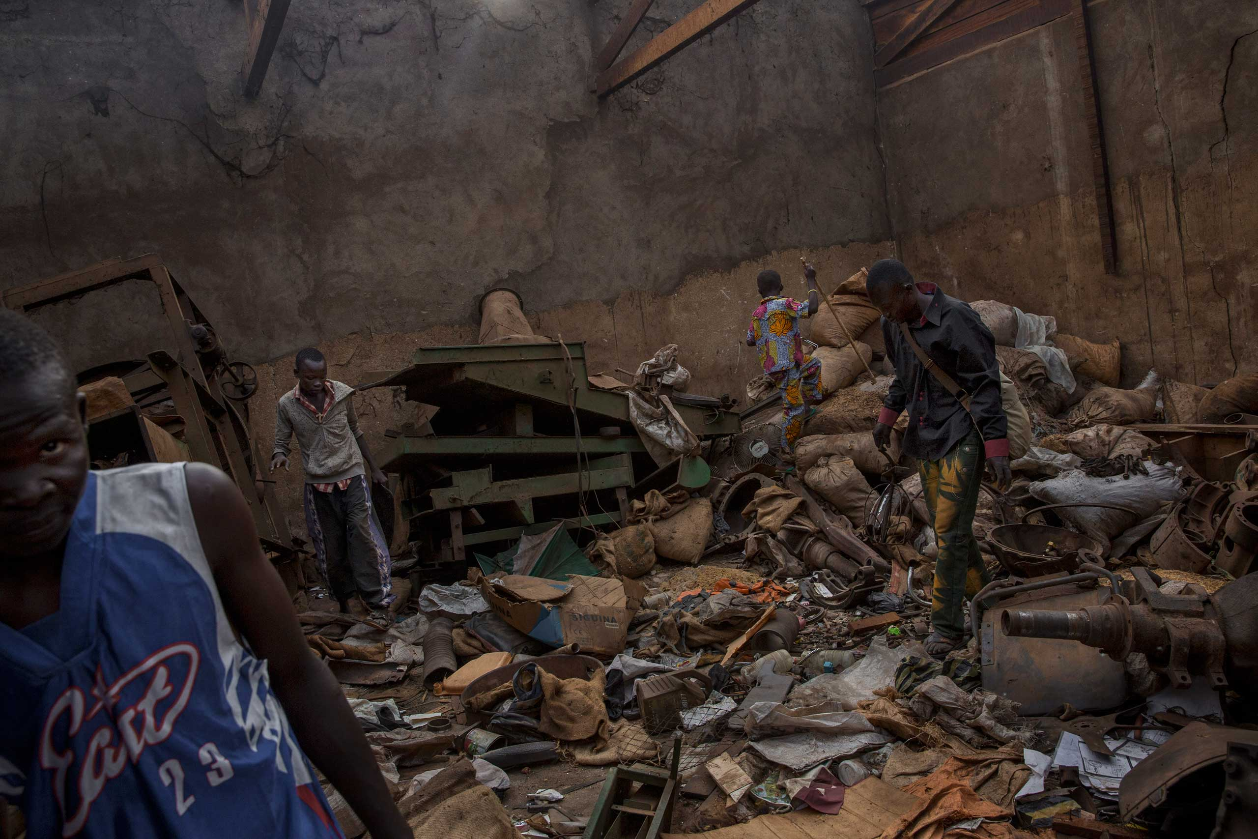 Feb. 4, 2014: Christian looters look for things to collect in the Miskin district of Bangui.