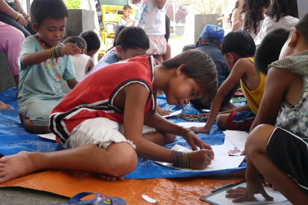Children learn basic English, math and science as well as good conduct through Peñaflorida's kariton classes