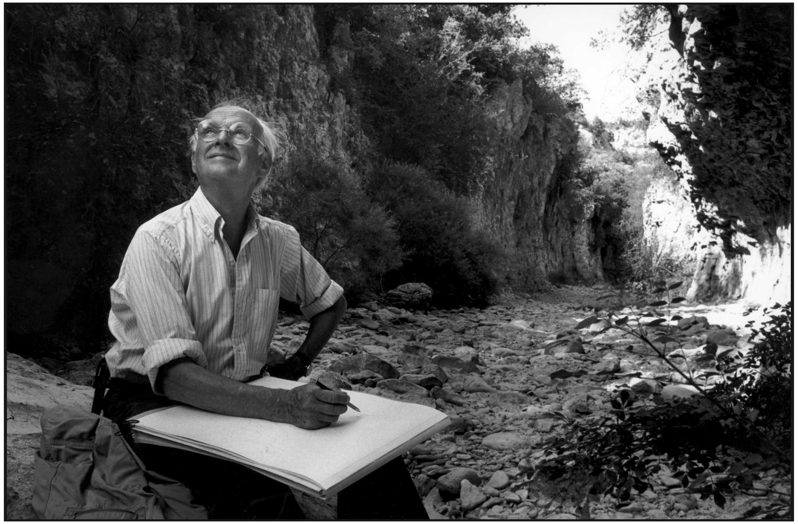 Henri Cartier-Bresson drawing in the canion of Oppedette in Alpe de Haute Provence, France, 1976.