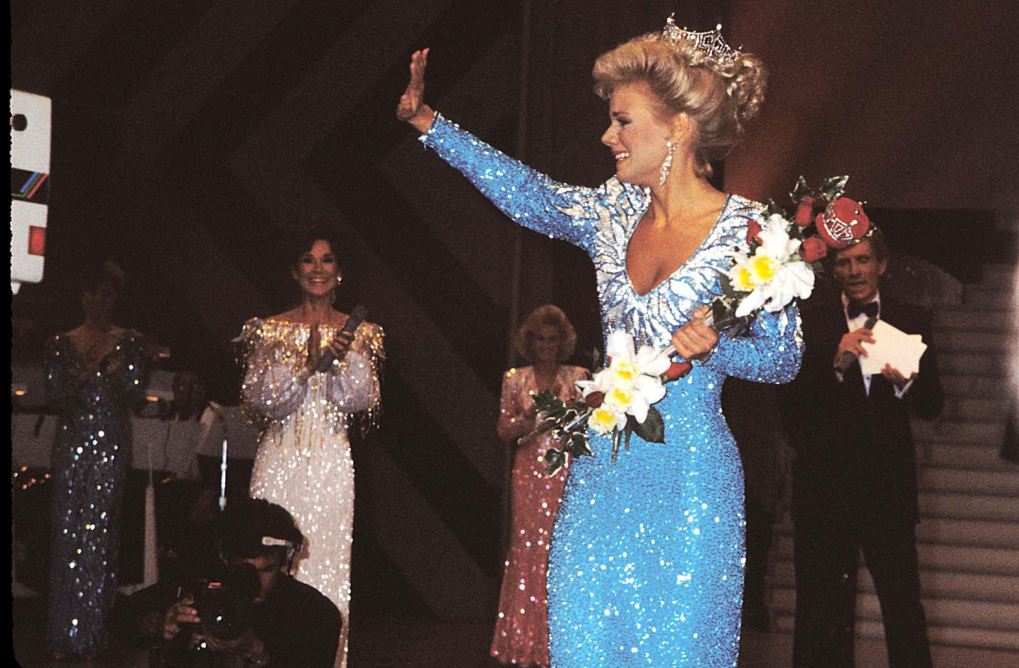 1989: Gretchen Carlson from Anoka, Minn.