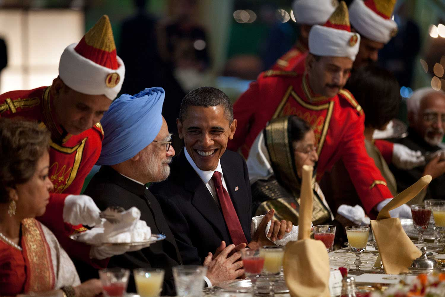 President Obama talks with Prime Minster of India Manmohan Singh during a the State Dinner at Rashtrapati Bhavan, the presidential palace, in New Dehli, India, Nov. 8, 2010.