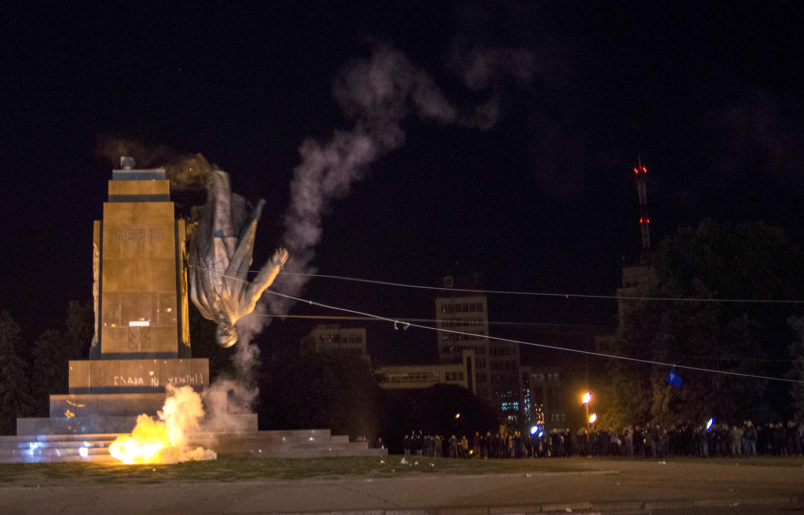 Activists dismantle Ukraine's biggest monument to Lenin at a pro-Ukrainian rally in the eastern Ukrainian city of Kharkiv on Sept. 28, 2014