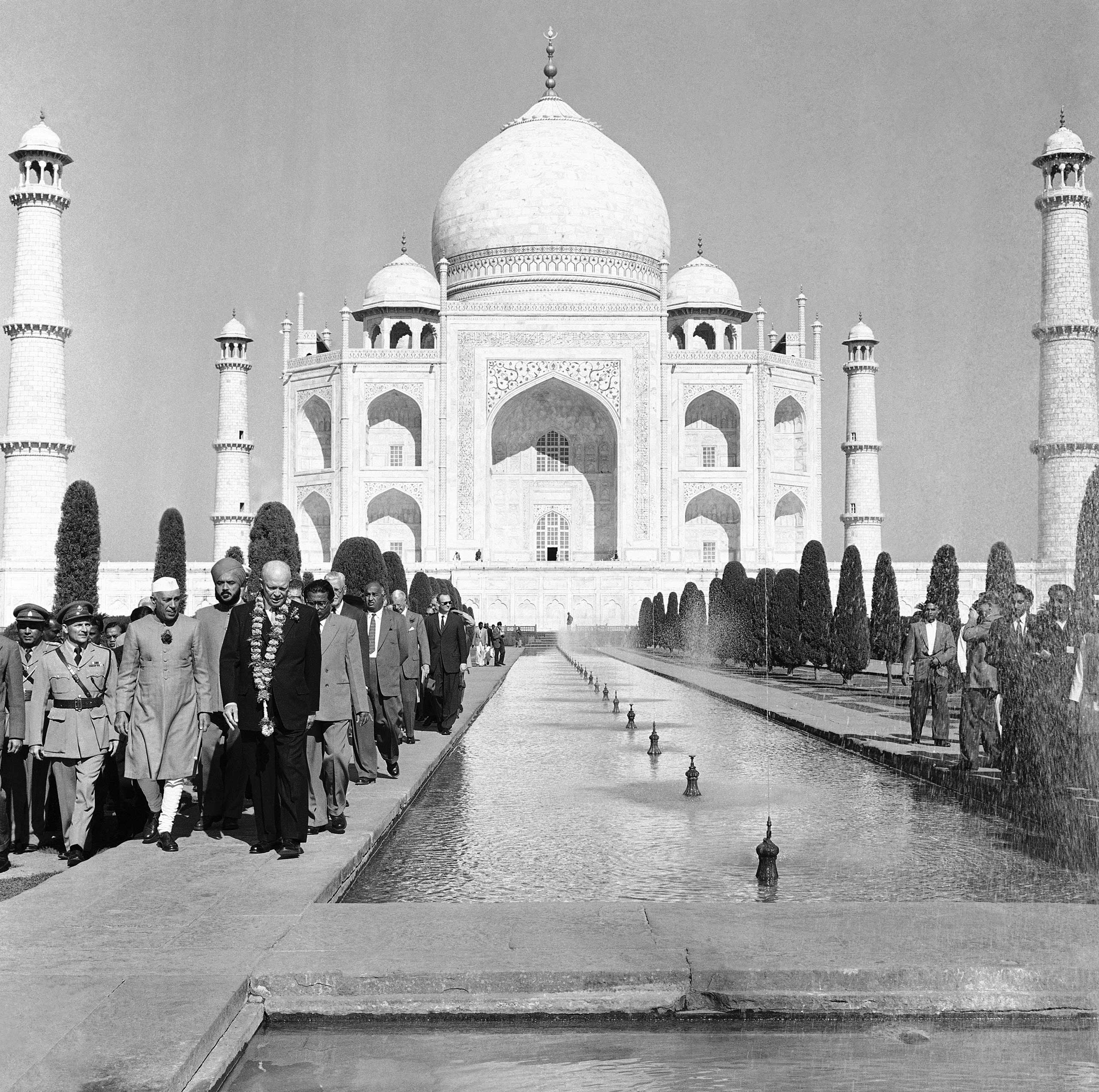 <b>1959:</b> US President Dwight D. Eisenhower makes the first official state visit to India', joining Indian Prime Minister Jawaharlal Nehru at the Taj Mahal at Agra, India on Dec. 13, 1959.