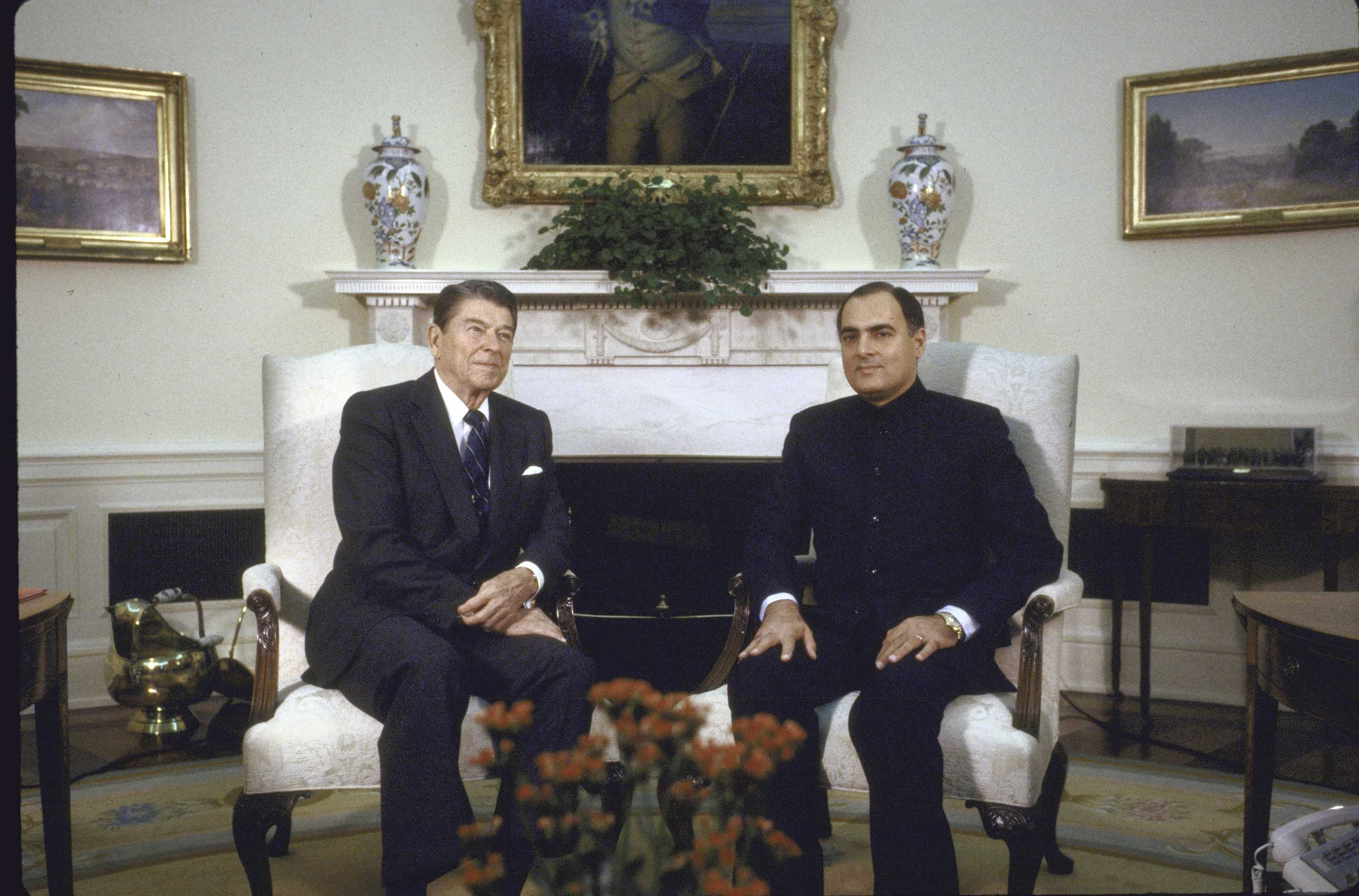 <b>1987:</b> In the 1980s, the Reagan Administration began to provide limited aid to India and eventually defense technology such as combat aircraft and naval engines. President Ronald W. Reagan met with India's Prime Minister Rajiv Gandhi in Washington on Oct. 1 1987.