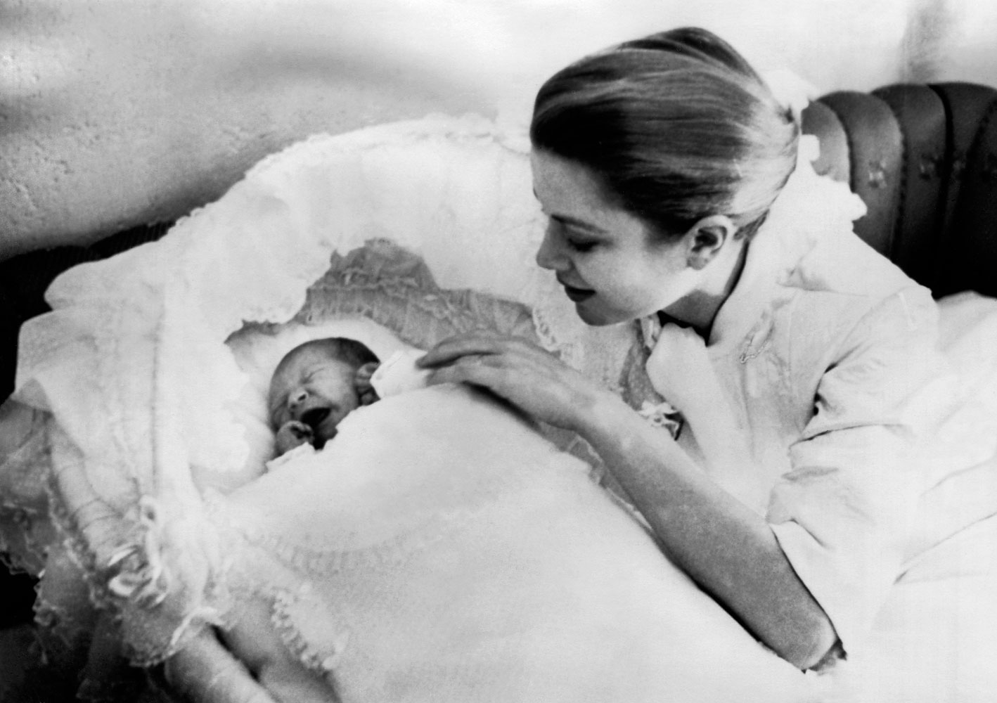GRACE DE MONACO CONSOLANT SA FILLE CAROLINE BEBE 1957