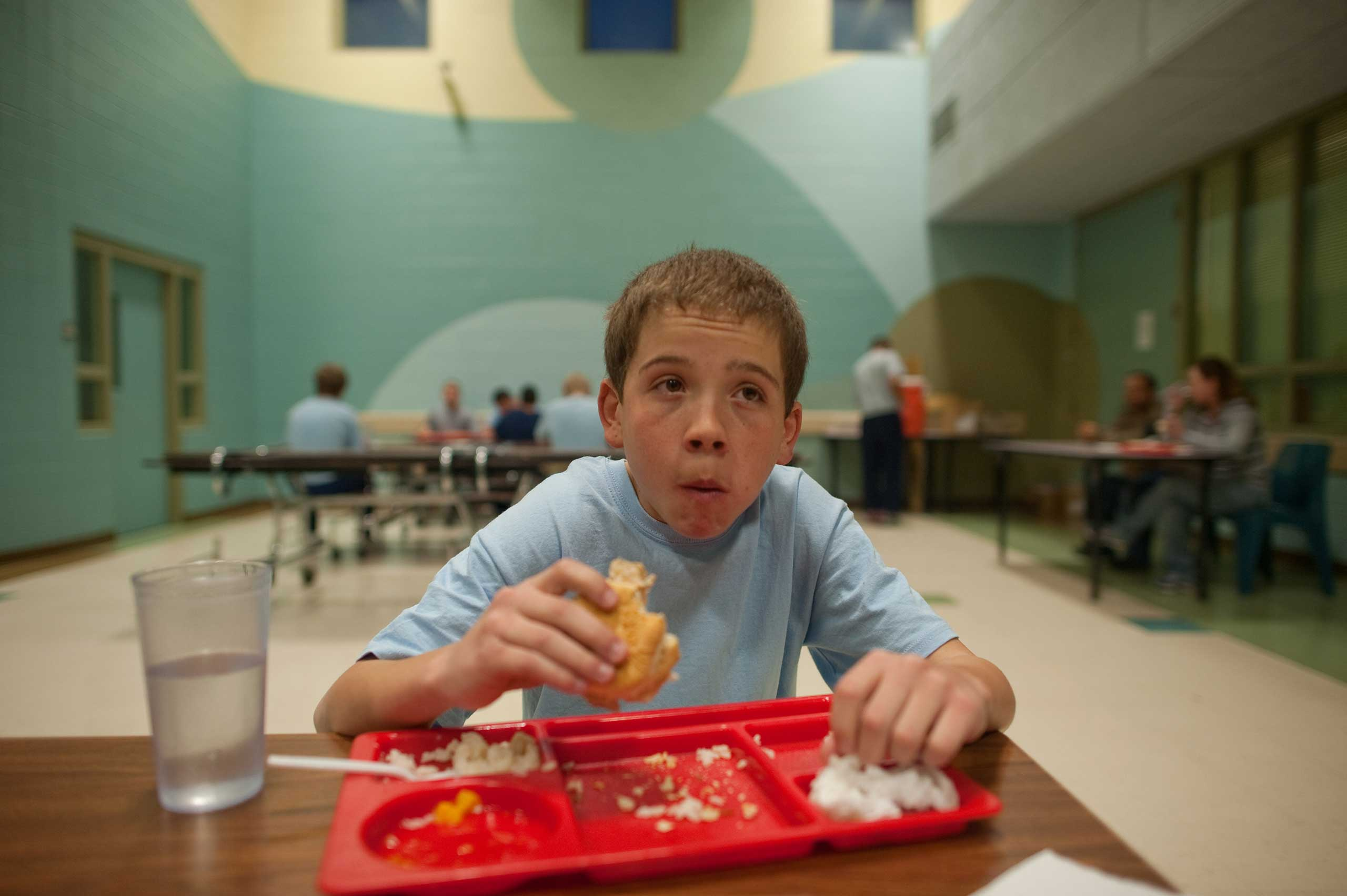 Vinny eats his first meal in the detention center cafeteria.