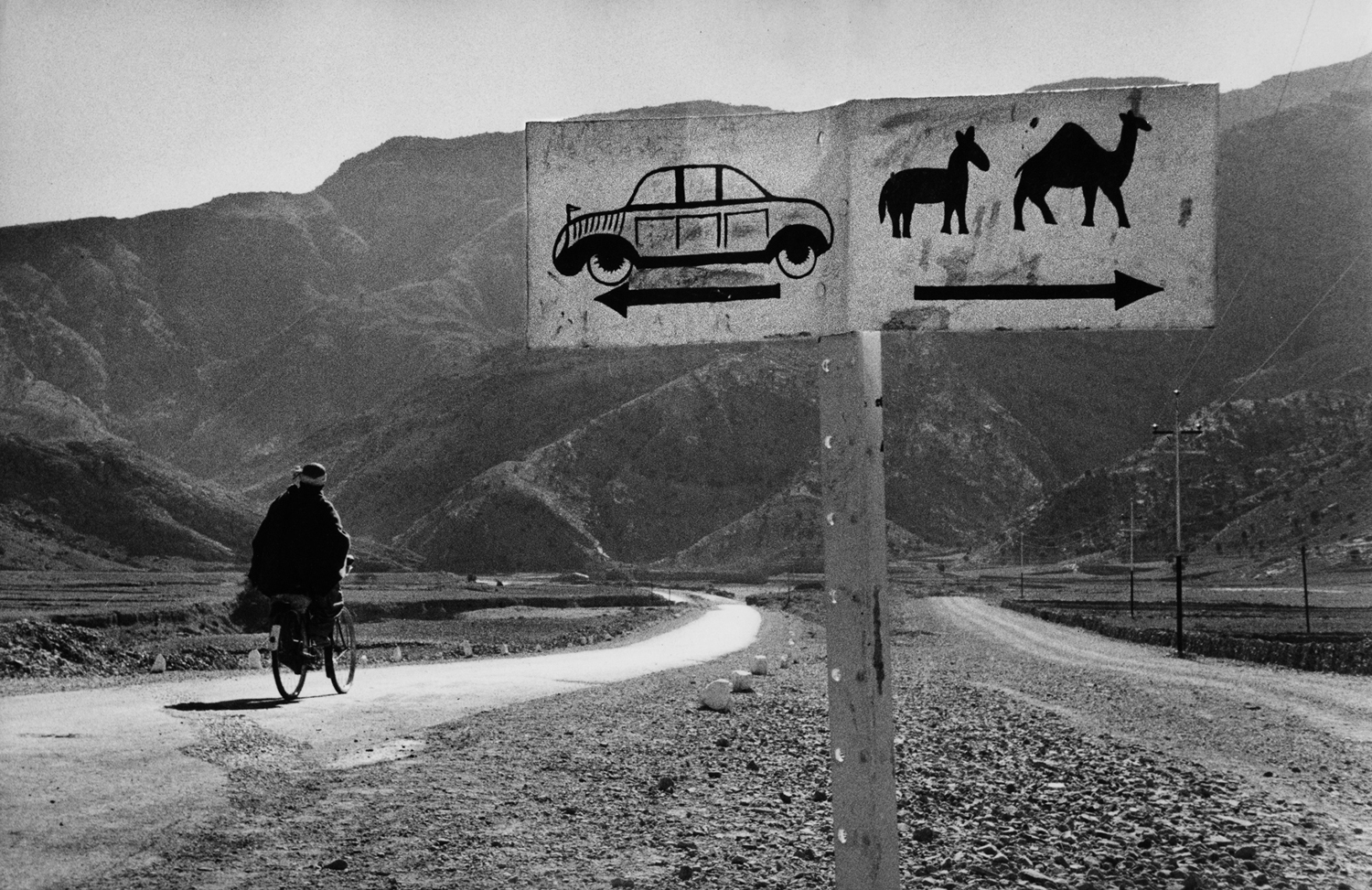 Road to Khyber Pass.                               Afghanistan. 1956.