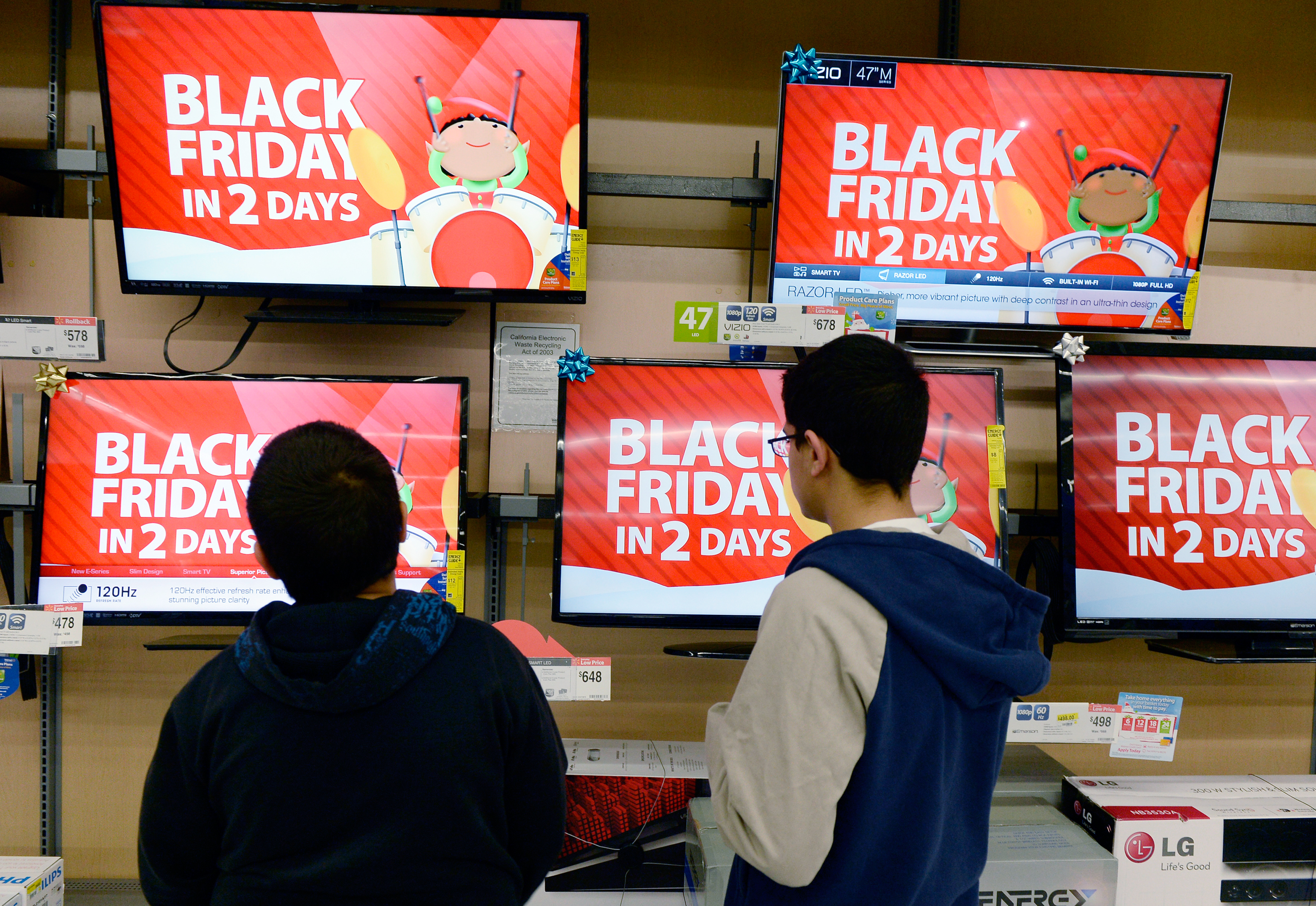 Customers shopping at a Walmart store on Black Friday 2013.
