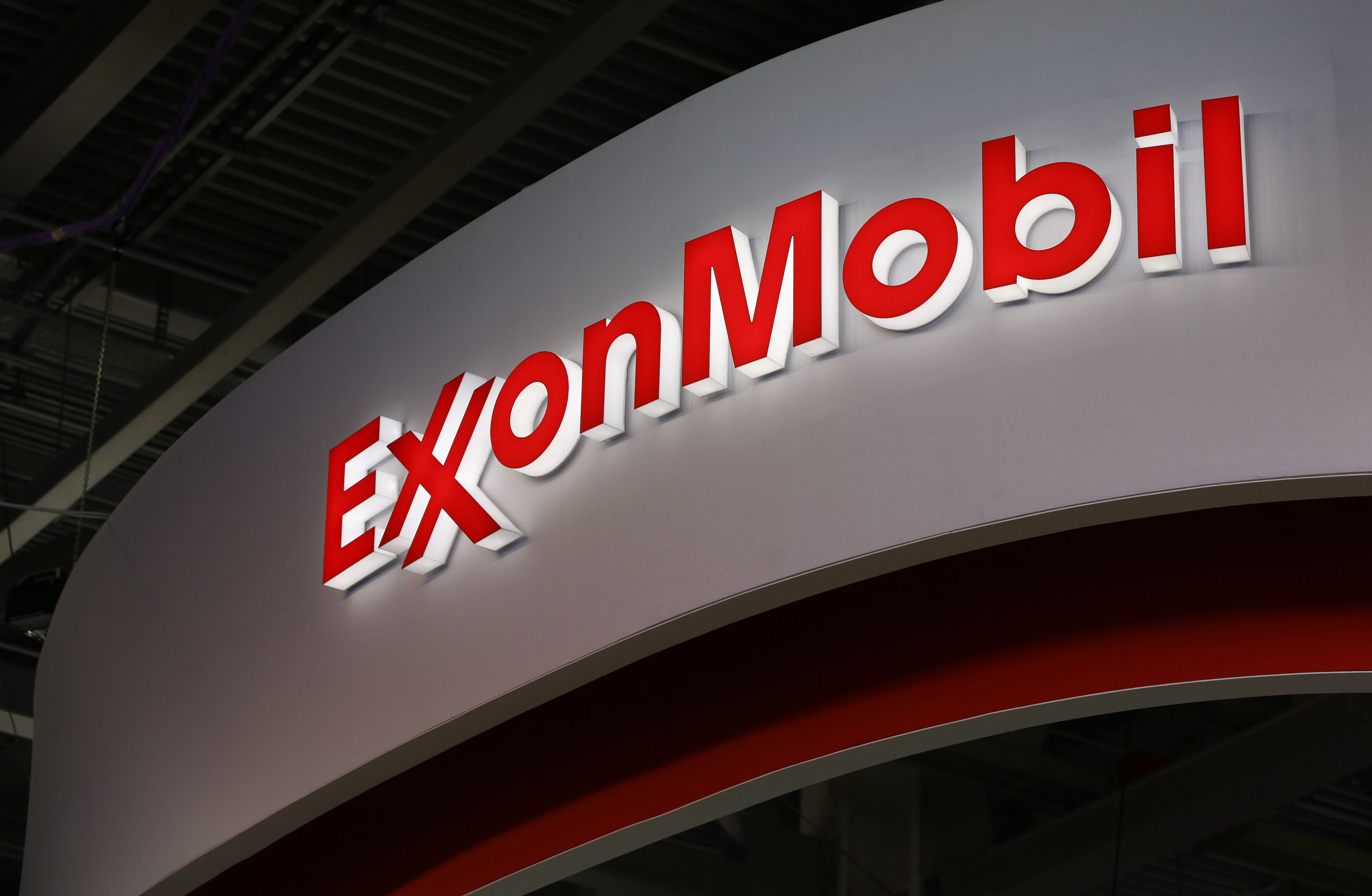 <strong>Exxon Mobil</strong> In 2013, Exxon Mobil's total revenue dropped 8.8% to $438.26 billion, and net income fell an even steeper 27%. Oil production took a tumble in 2013, all while capital and exploration expenditures increased. While Exxon has said it plans to start production at a record 10 major projects this year, capital spending is expected to decline 6.4% from 2012. Deepwater projects in the Gulf of Mexico and a liquefied natural gas project in Papua New Guinea are among the ventures scheduled for this year.