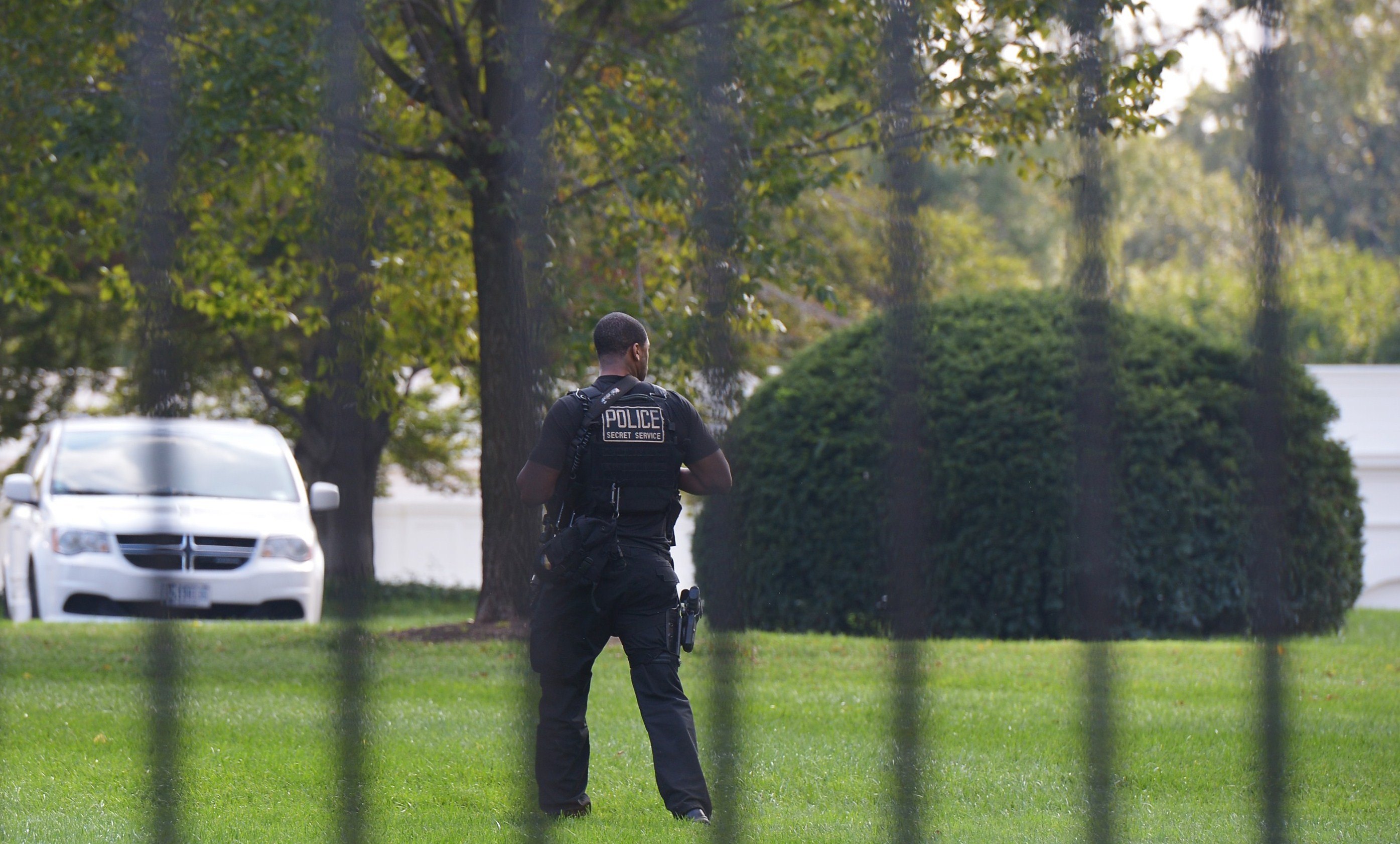 A member of Secret Service walks on the North Lawn of the White Houes on October 2, 2014 in Washington, DC. US President Barack Obama has appointed former Presidential Protective Division (PPD) director Joe Clancy as interim head of the Secret Service a day after Julia Pierson stepped down from the post.