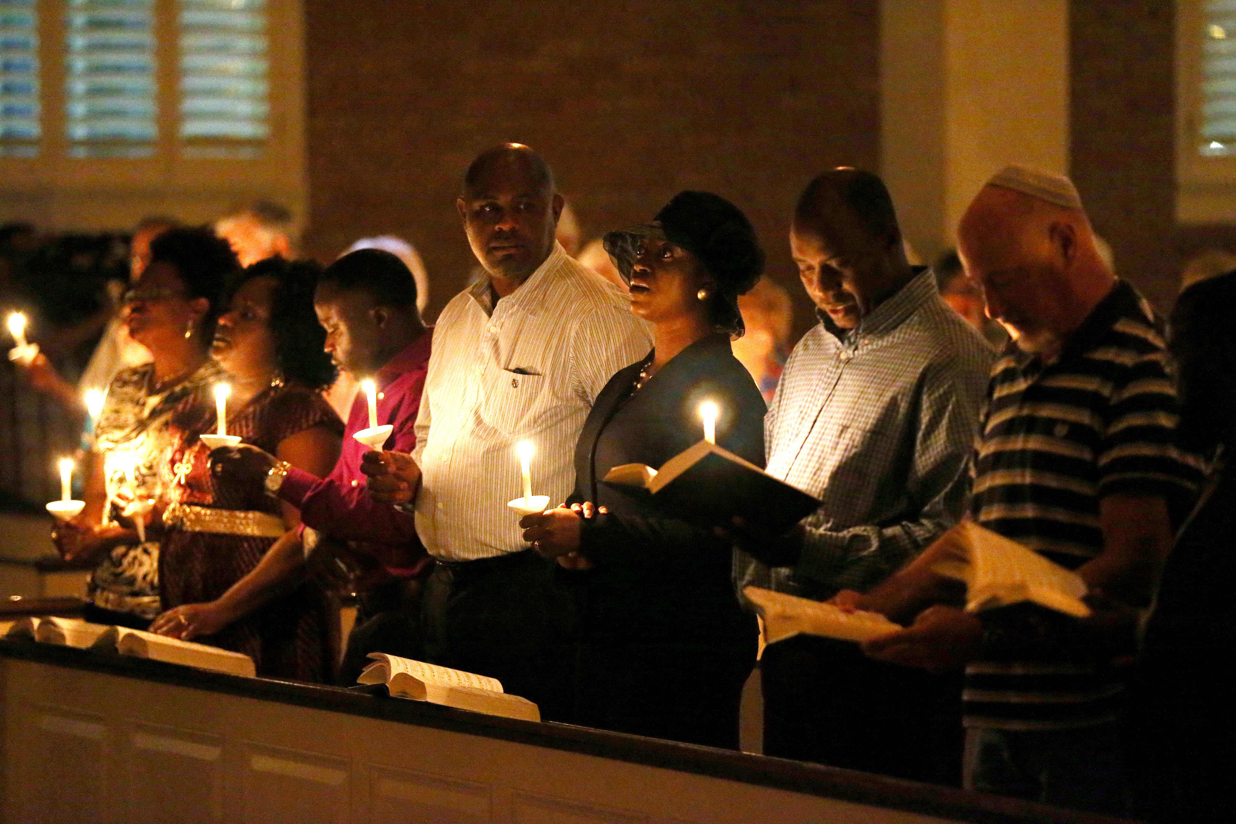 People hold candles during a prayer vigil and memorial at Wilshire Baptist Church for Thomas Eric Duncan after he passed away  from the Ebola virus on October 8, 2014 in Dallas, Texas.