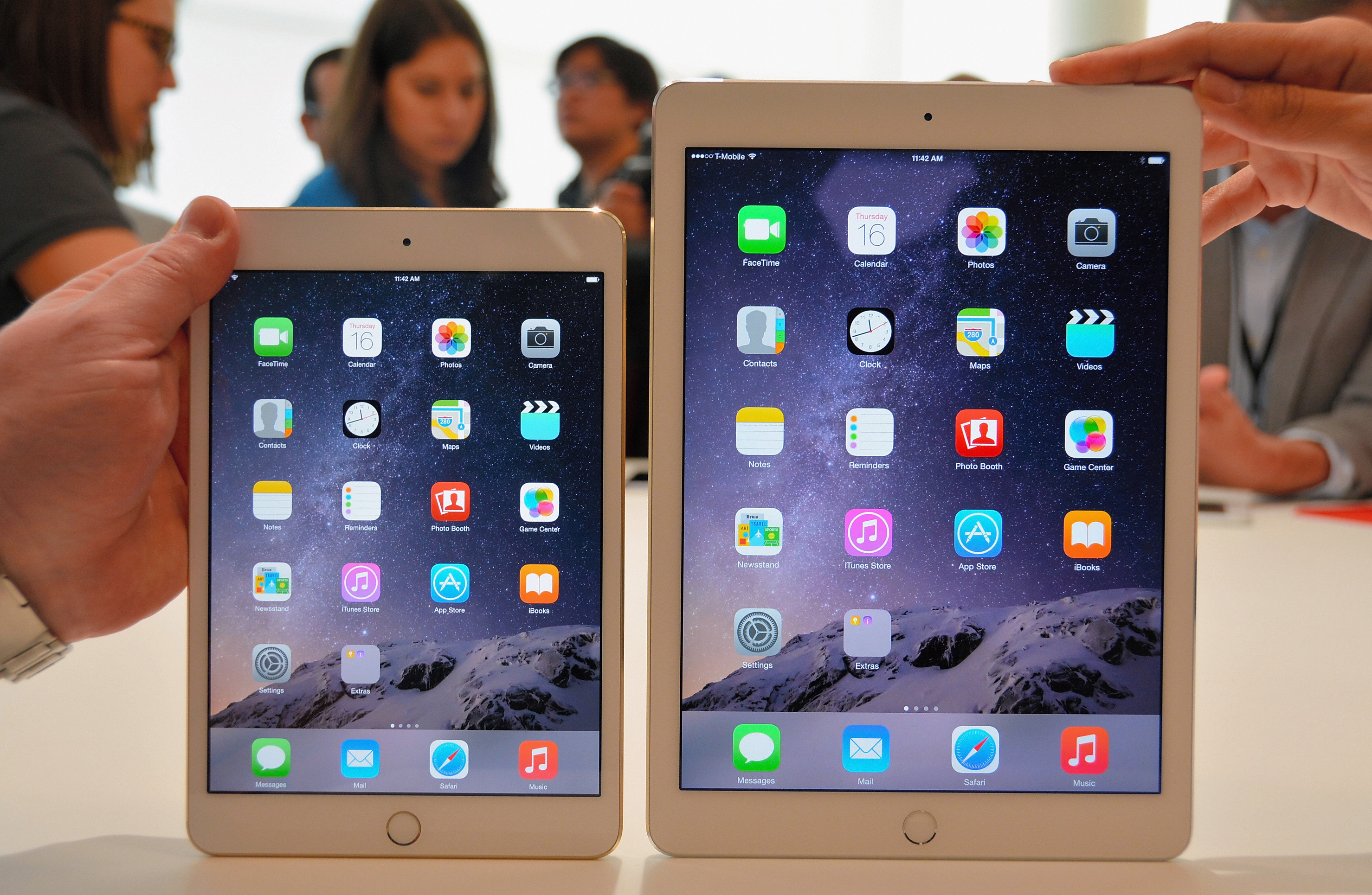 The new iPad Air 2 (R) and iPad Mini 3 are displayed during an Apple special event on October 16, 2014 in Cupertino, California. Apple unveiled the new iPad Air 2 and iPad Mini 3 tablets and the iMac with 5K retina display.