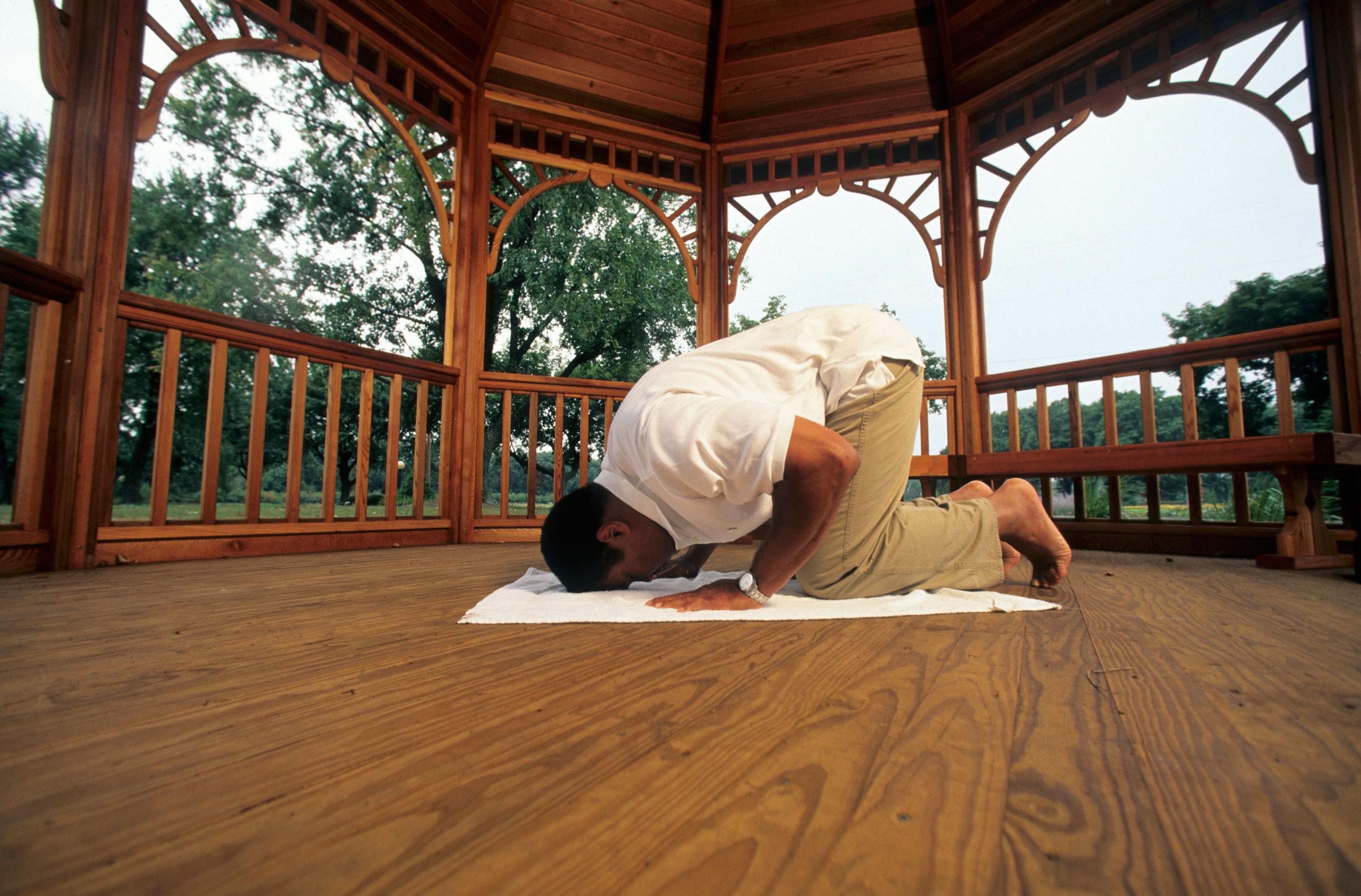 Muhammad Ali prays on a gazebo at his farm in Berrien Springs, Mich., on Sept. 10, 1996.